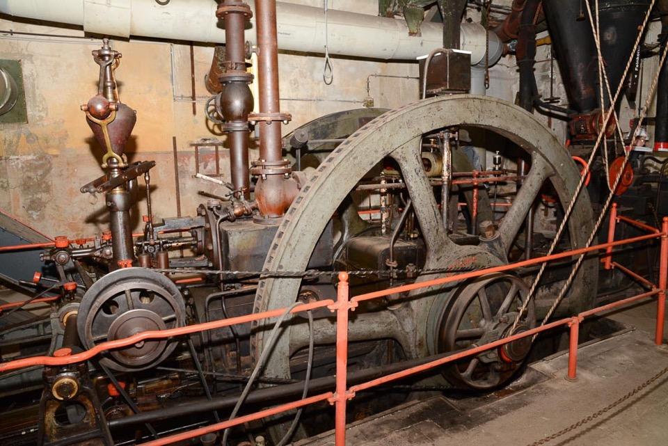 """Dampfbetriebene Brikettpresse in der Brikettfabrik """"Louise"""",Foto: D.Horn"""