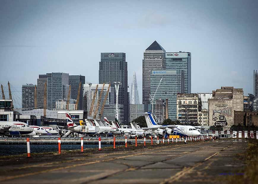 City airport London mit der Skyline von London, Foto: London City Airport