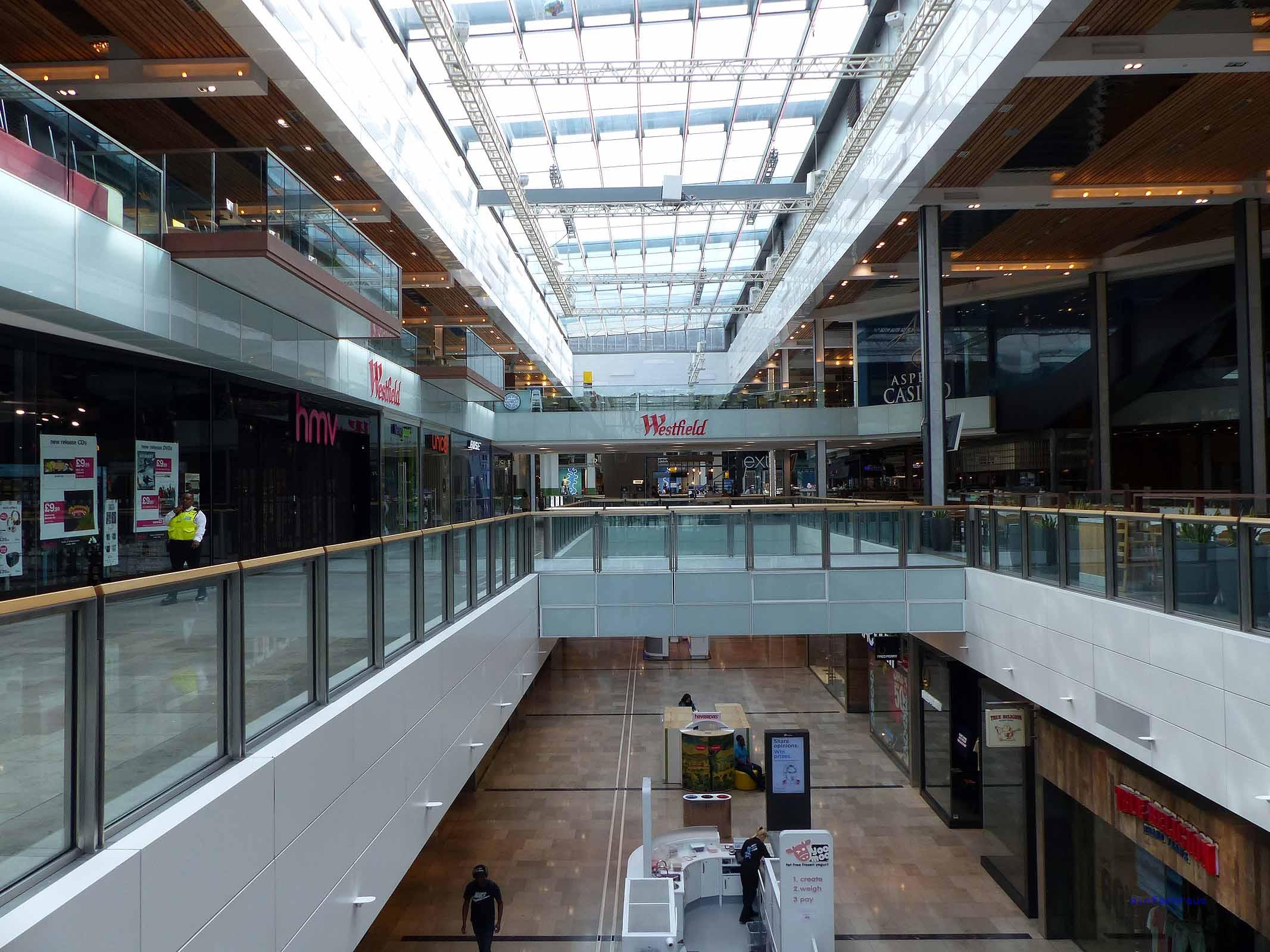 Das Westfield -Center gehört zu den größten Shoppingmalls in Europa