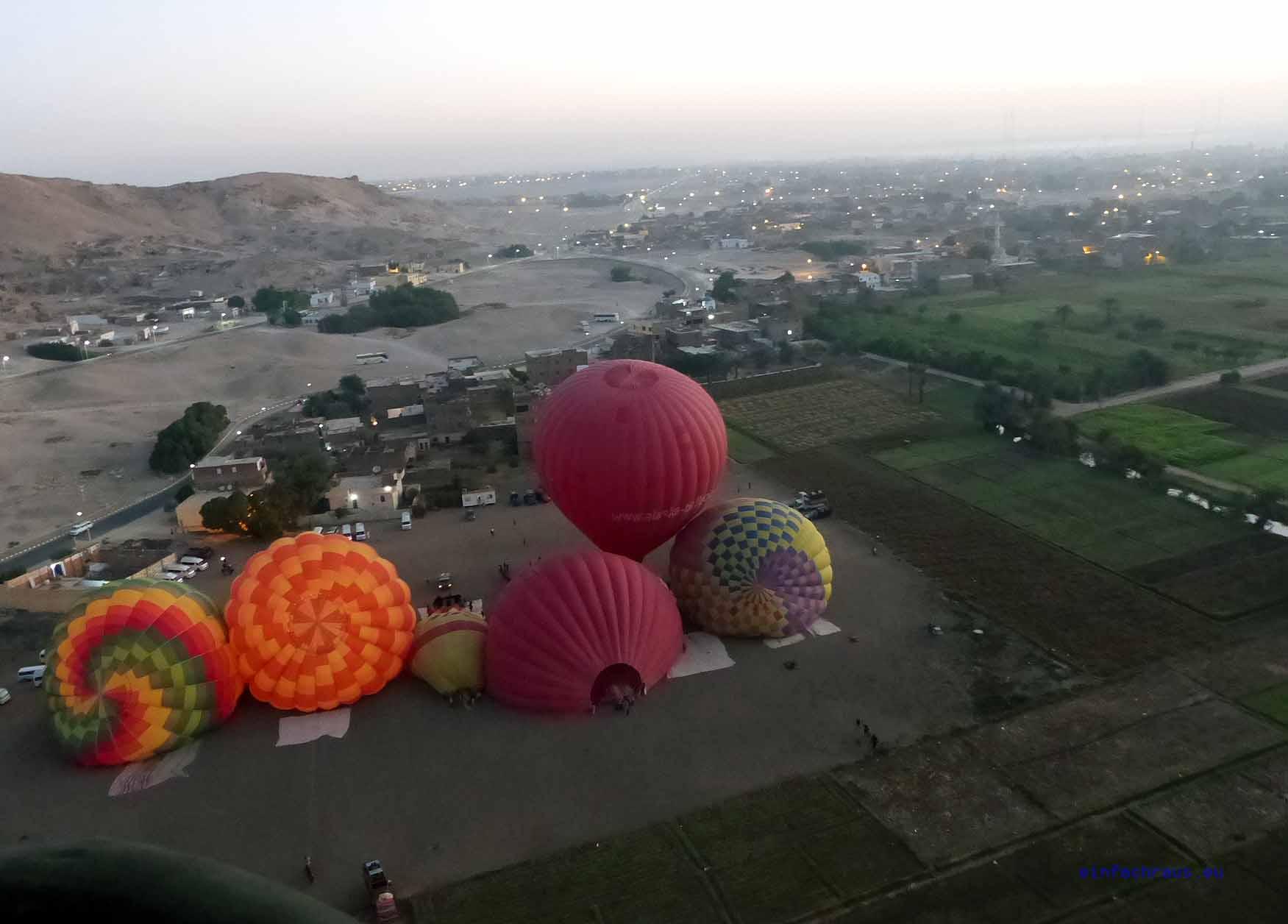Mit Ballons kann man im Morgengrauen über das Tal der Könige fliegen. Foto: Weirauch