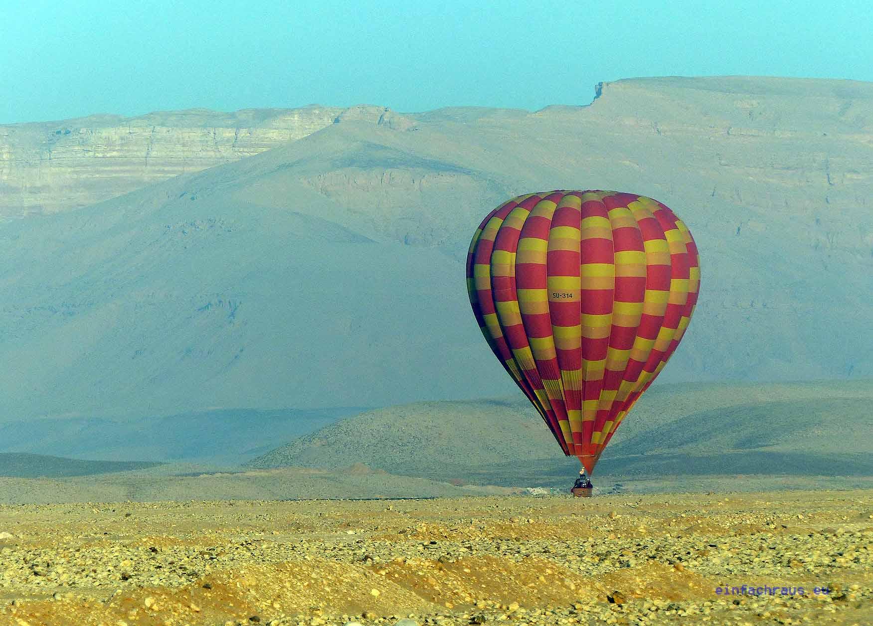 Nach einer Stunde die sanfte Landung in der Wüste von Theben-West, Foto: Weirauch