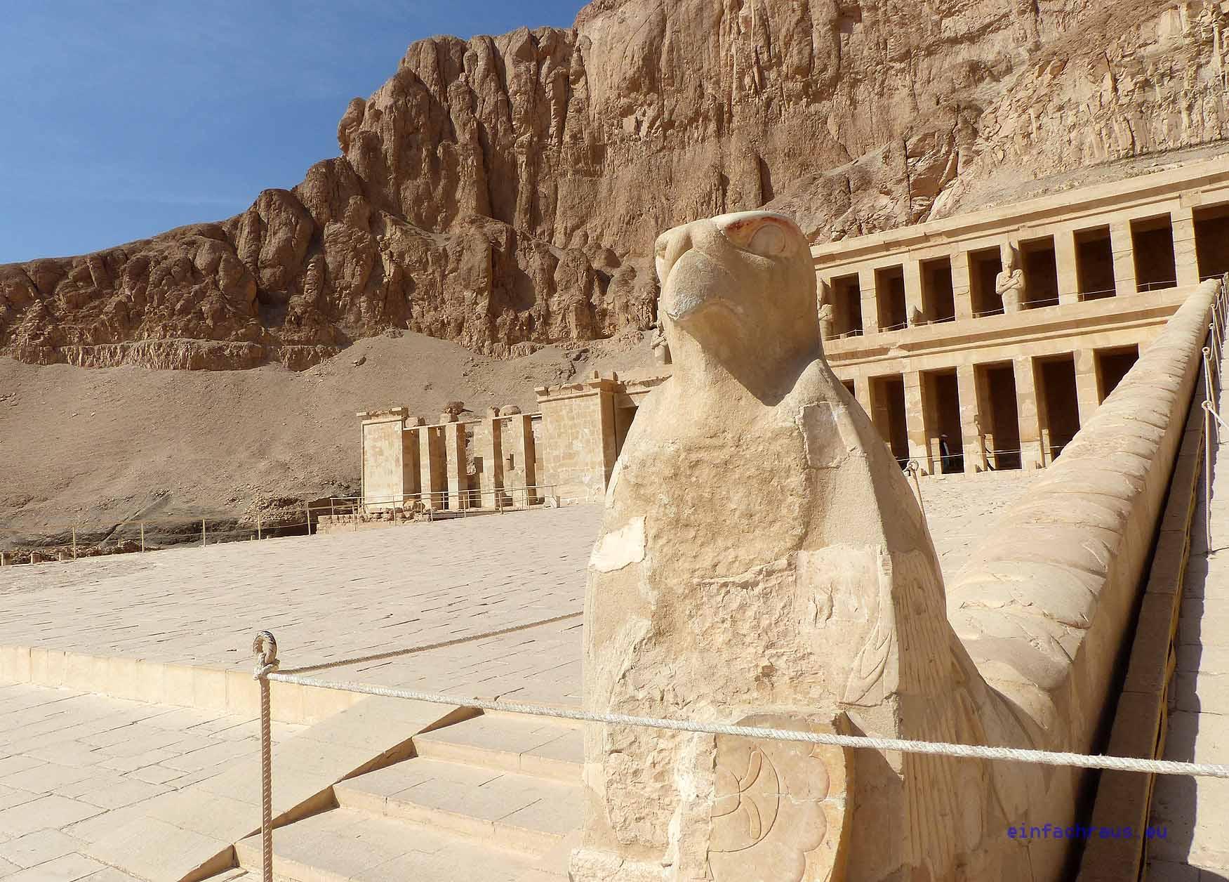 Blick zum beeindruckenden Tempel der Hatschepust. Foto: D. Weirauch