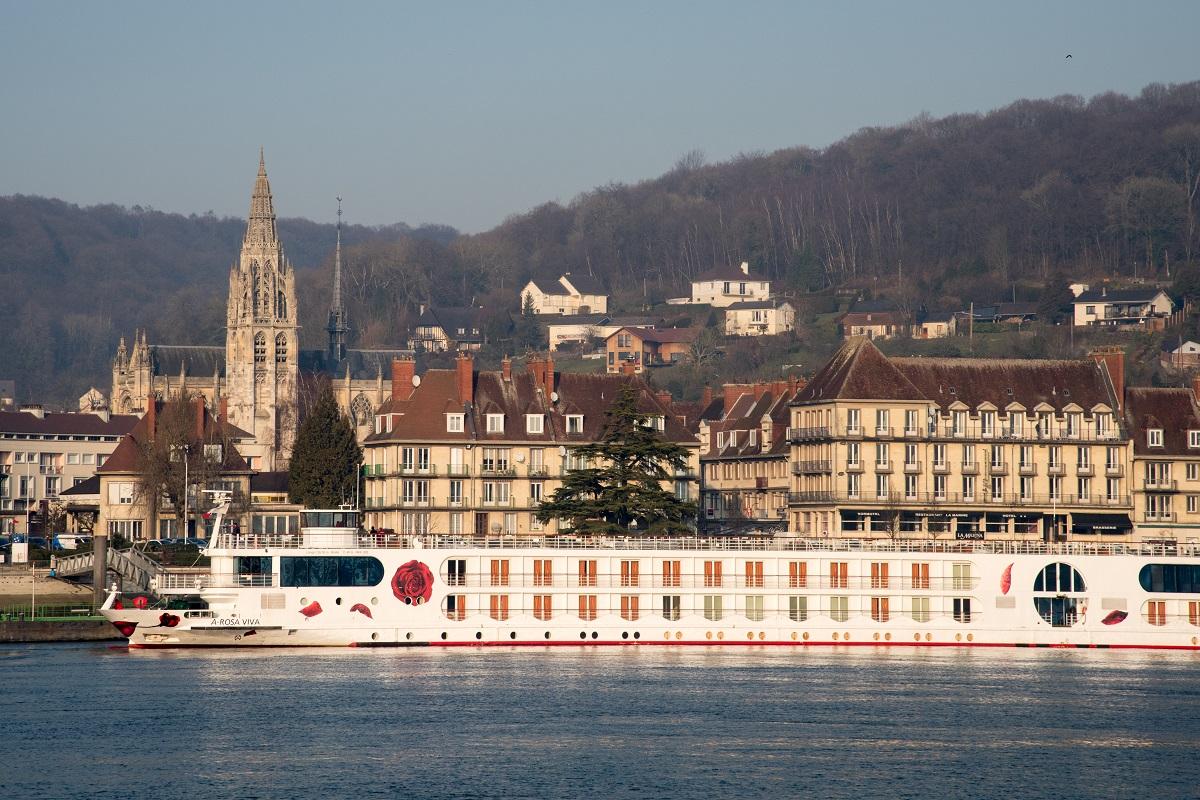 Die A-ROSA VIVA in Caudebec-en-Caux auf der Seine-Tour, Foto: A-ROSA