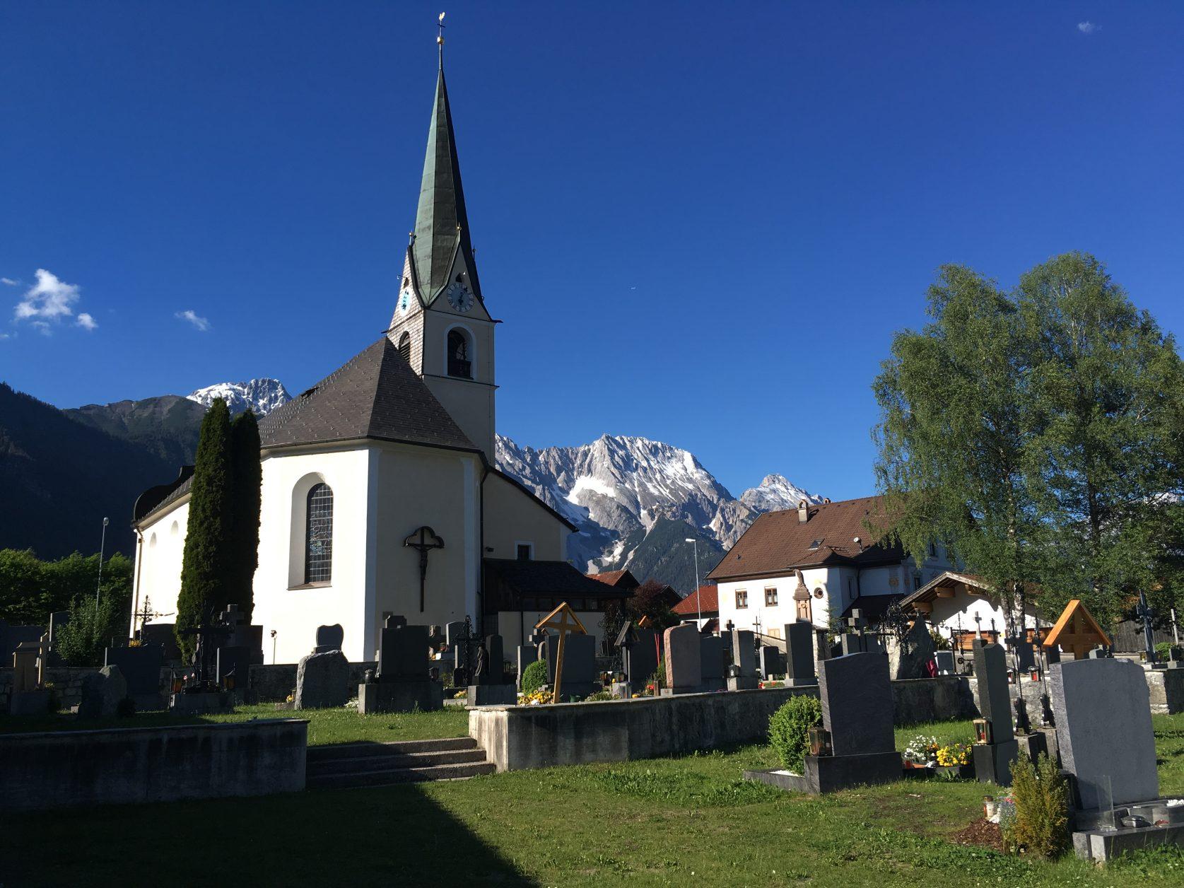 Die Kirche von Obsteig in Tirol. Foto: D.Weirauch