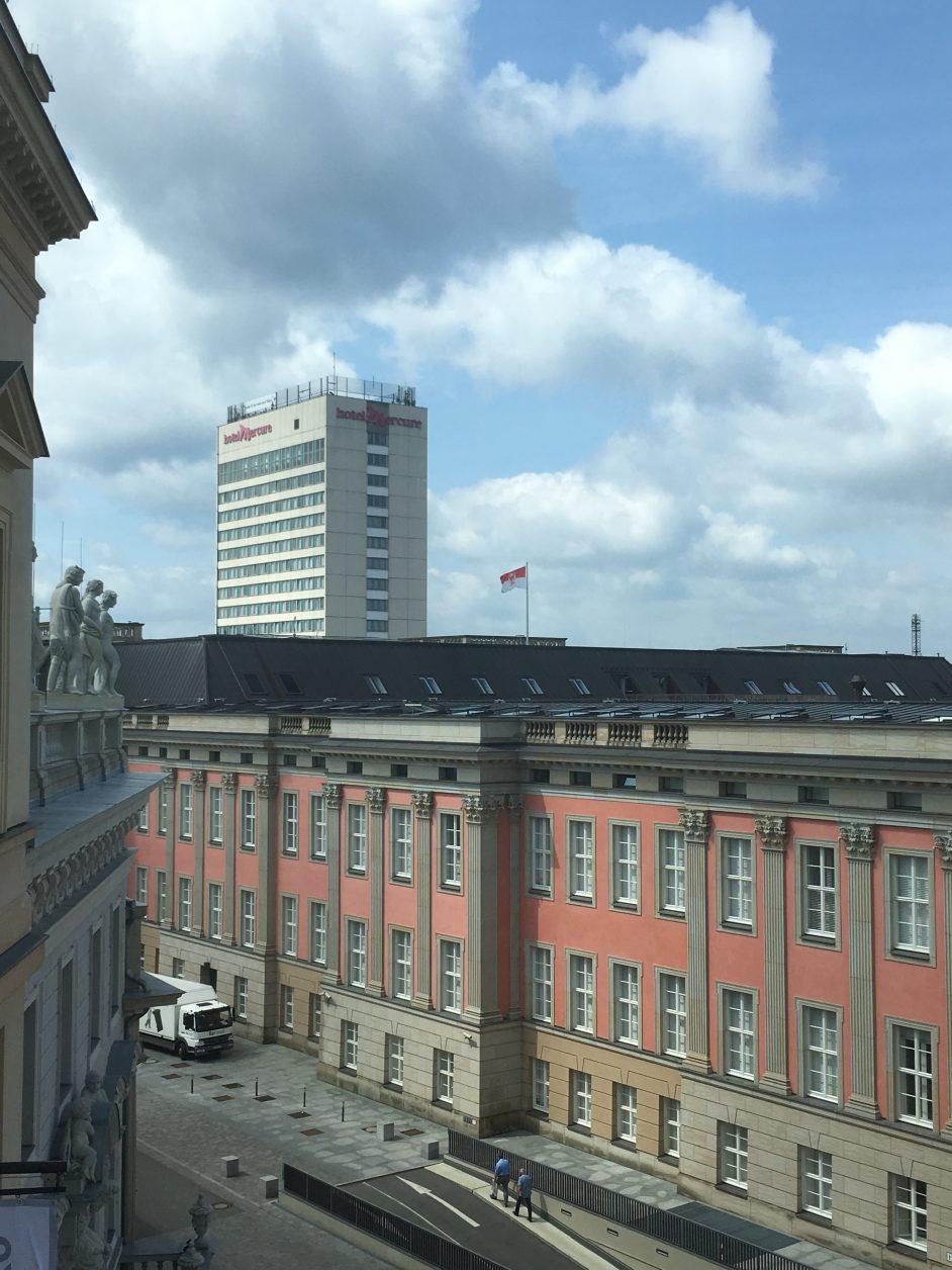 Blick zum Hotel Mercure Foto: Weirauch