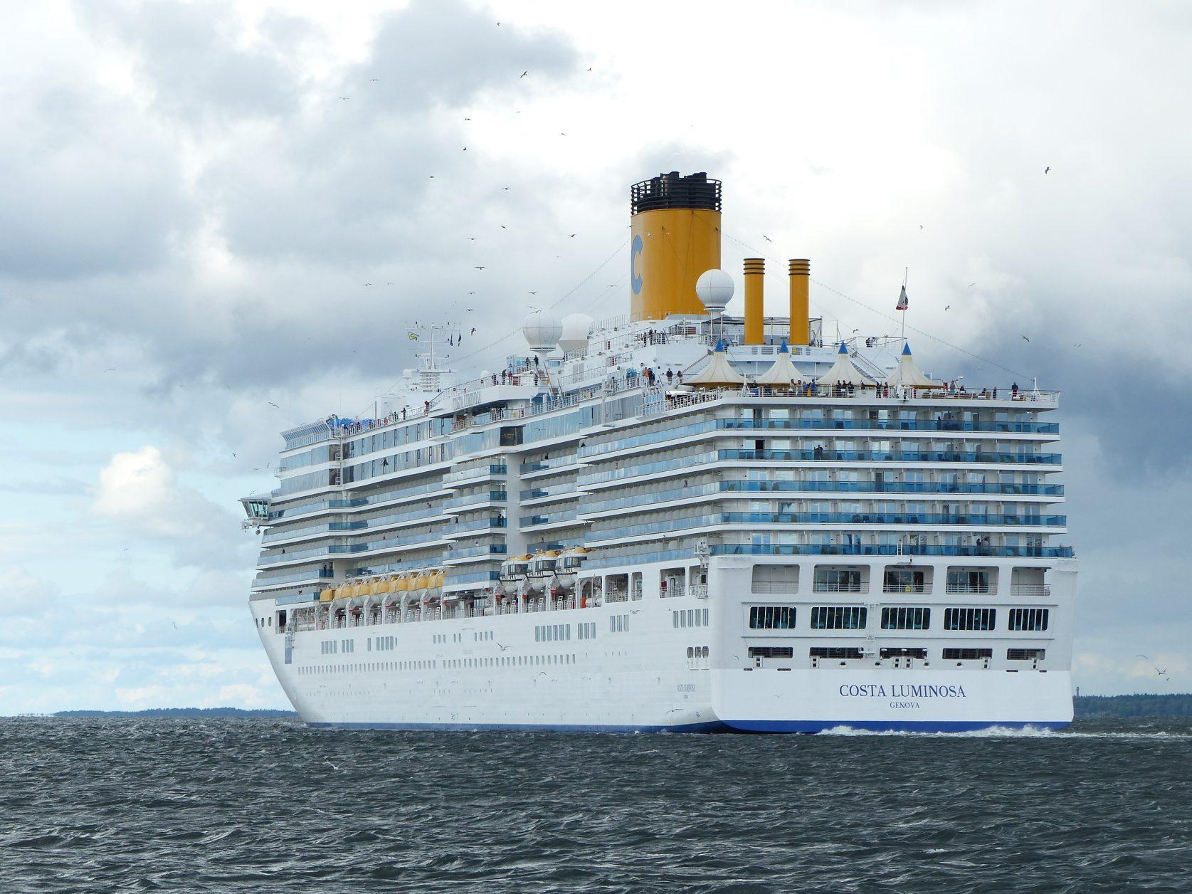"""Die """"Costa Luminosa"""" verlässt den Hafen von Tallin, Foto: D.Weirauch"""