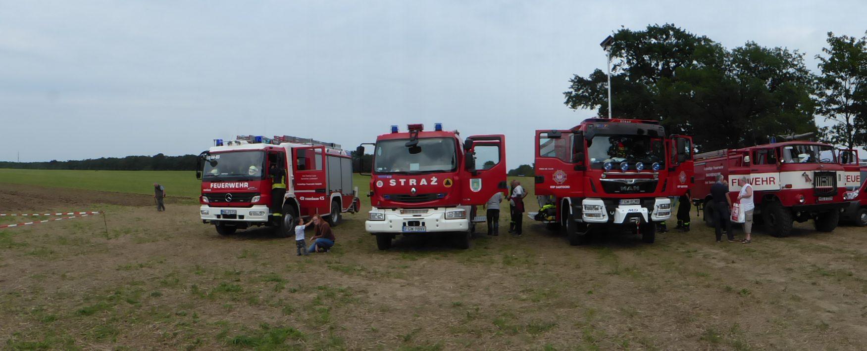 Feuerwehren aus Polen und dem Land Brandenburg beim Dampfpflügen