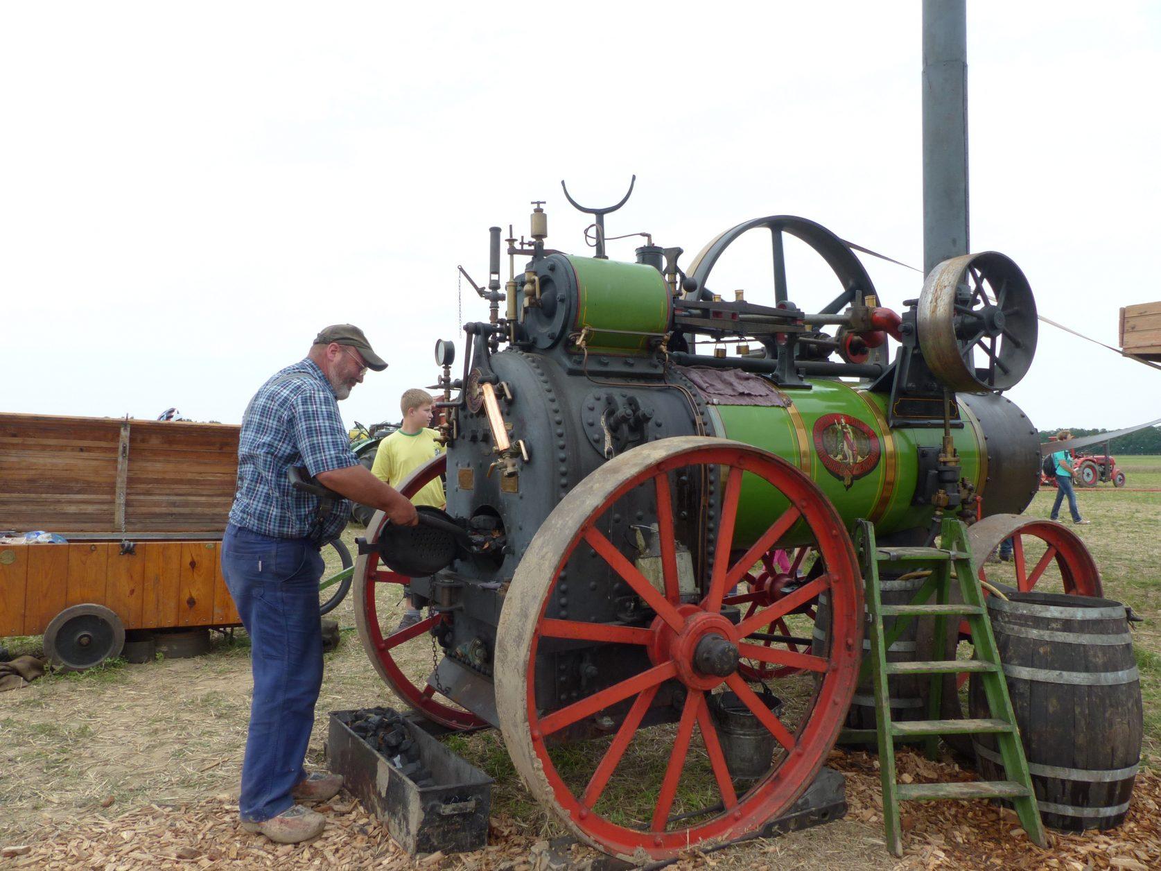 Chris Bosma aus den Niederlanden ist mit seiner Dampfmaschine auf vielen Dampftreffen in Deutschland anzutreffen. Foto: D.Weirauch