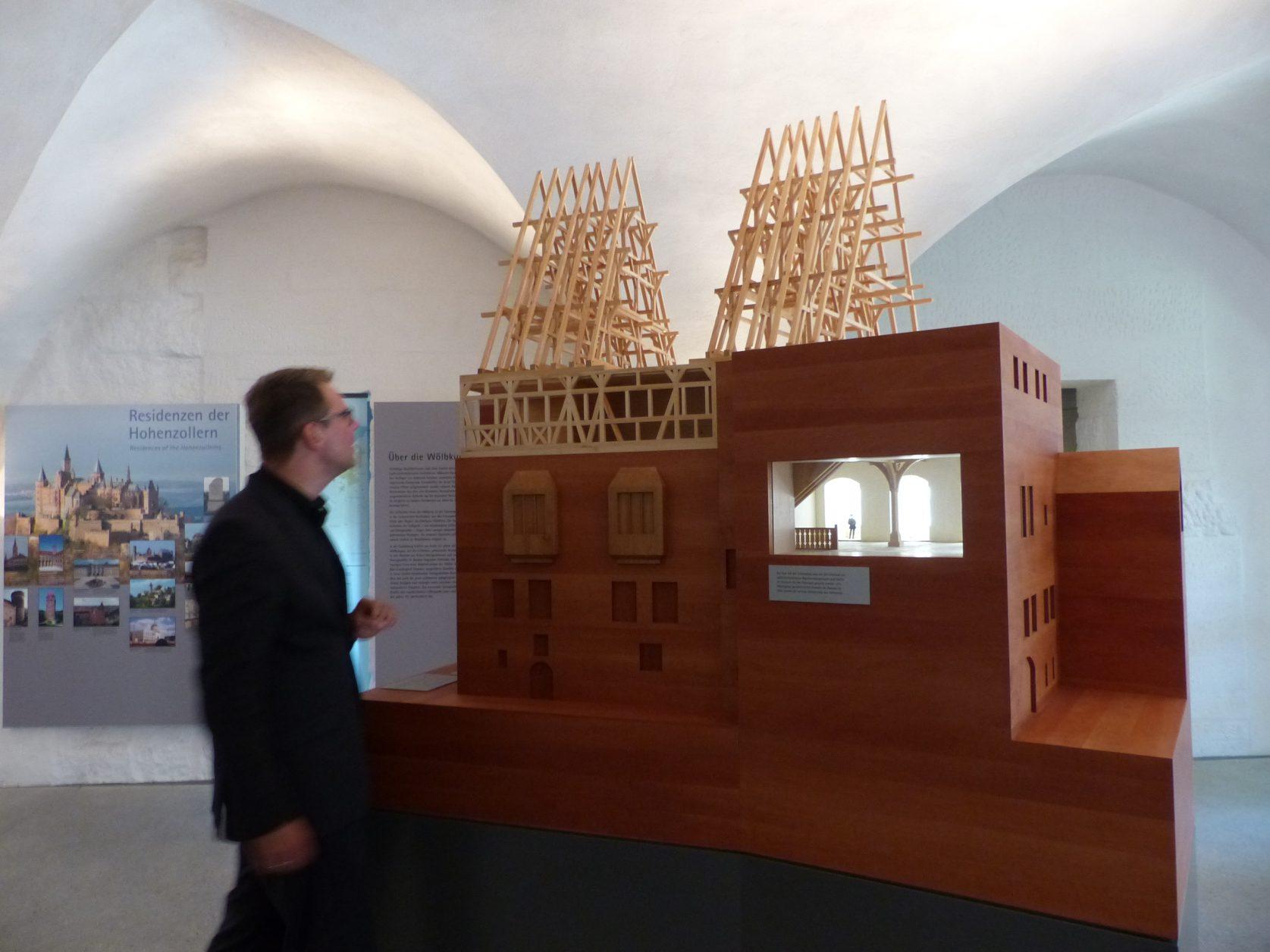 Eindrucksvoll wird die Baugeschichte der Cadolzburg erläutert. Foto: d.Weirauch