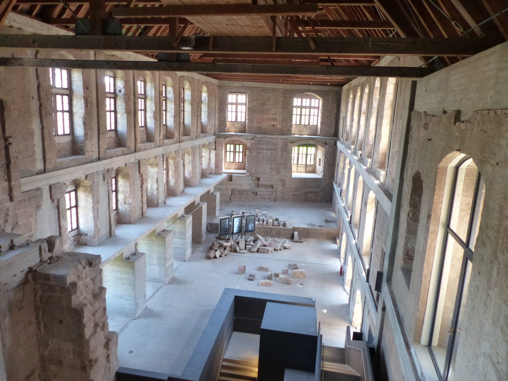 Das Neue Schloss mit dem neuen Treppenanbau des Architekturbüros Claus + Forster,