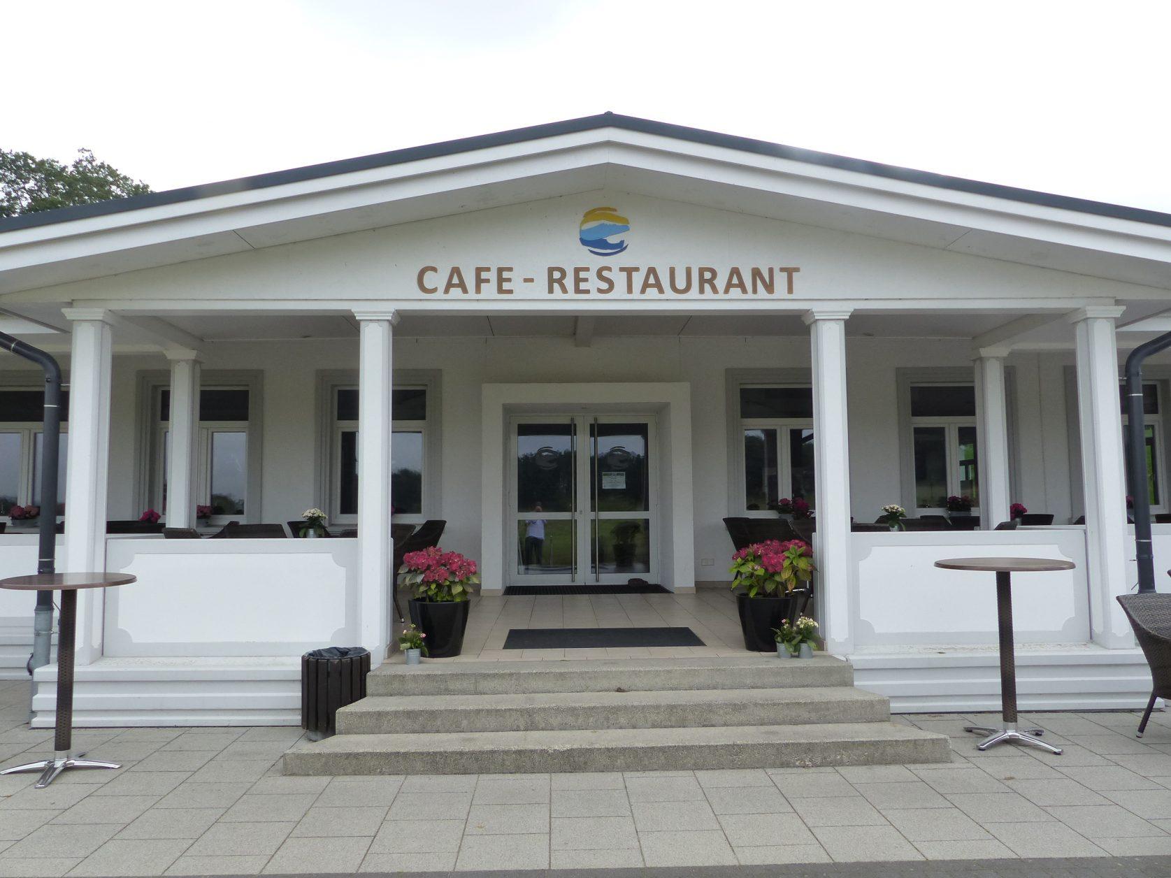 Eingang zum Restaurtant des Golfplatzes, Foto: D.Weirauch