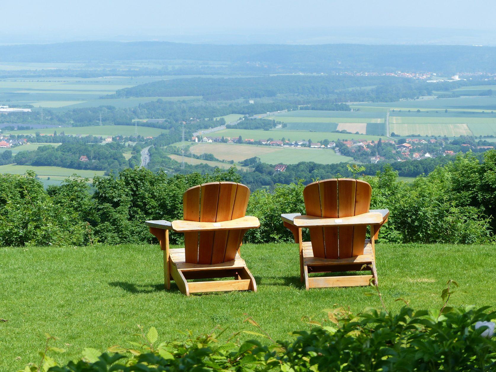 """Ist das nicht eine traumhafte Aussicht ? Vom """"Aussichtsreich"""" ins Harzvorland. Foto: Weirauch"""