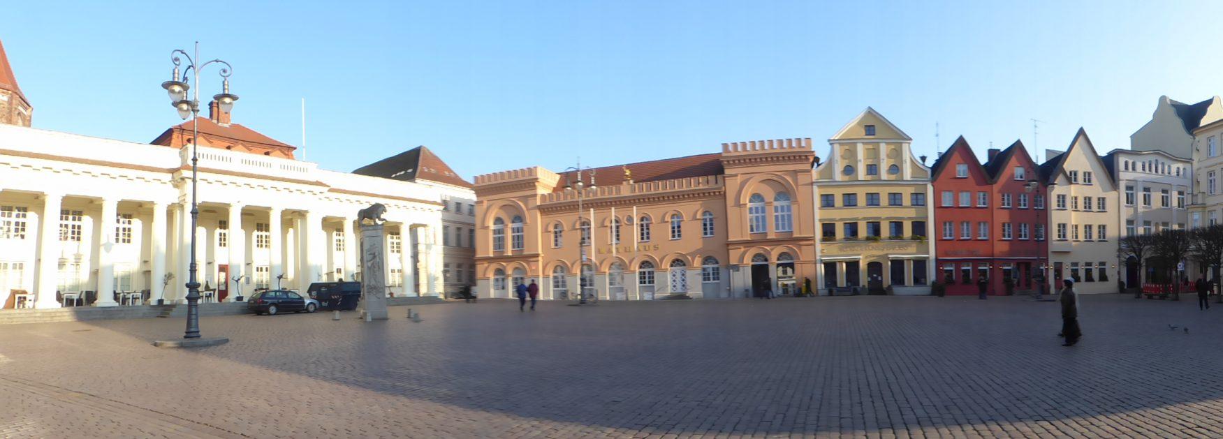 Blick auf den Marktplatz von Schwerin Foto: Weirauch