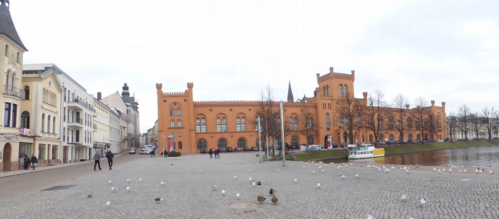 Das Arsenalgebäude am Pfaffenteich - Schwerins beschauliche »Binnenalster«, Foto: Weirauch
