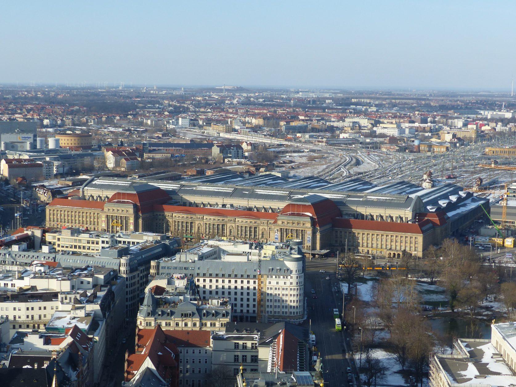 Blick vom City-Hochhaus auf den Leipziger Hauptbahnhof foto: Weirauch