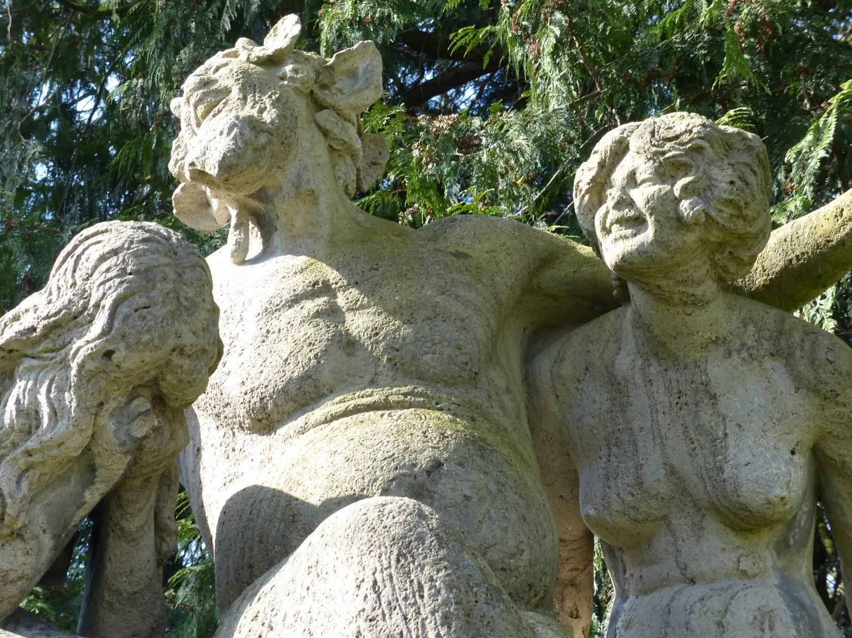 Plastik von Walter Schott im Schlosspark von Marquardt am Rand von Potsdam Foto: Weirauch