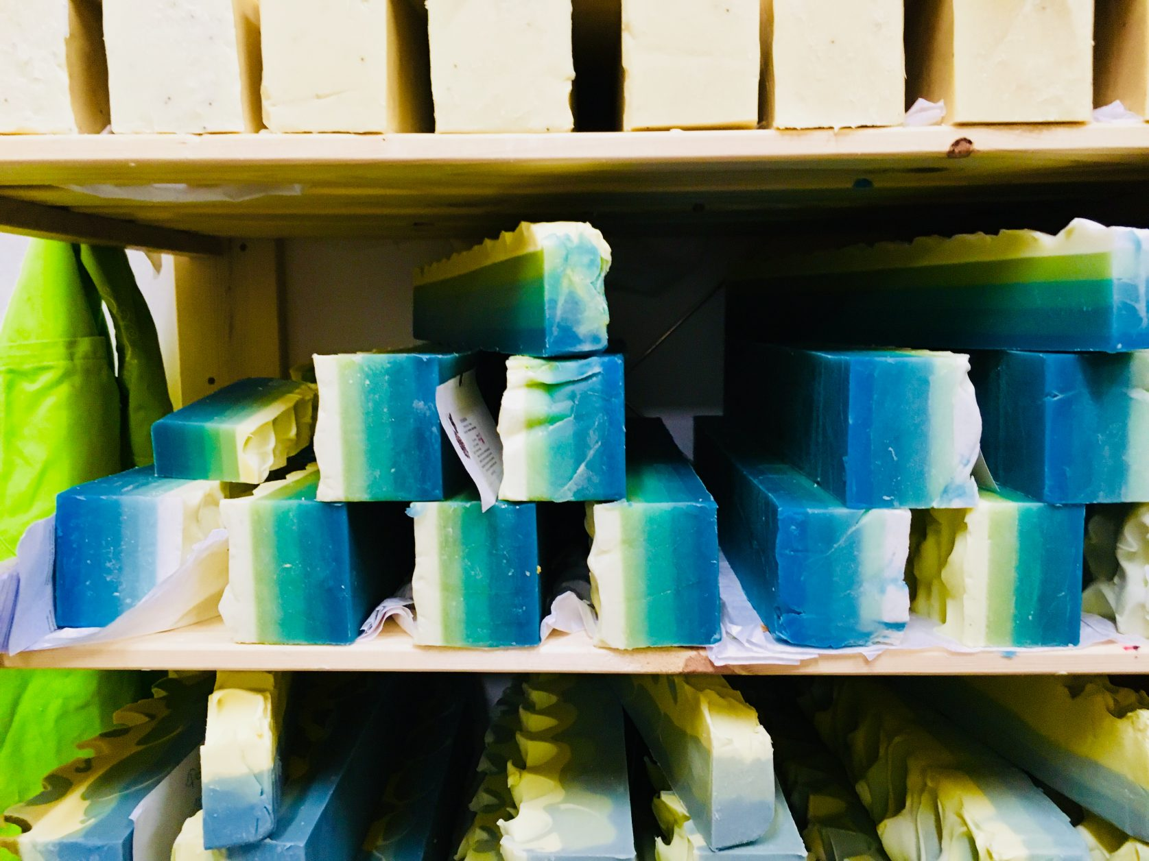 Blick in das Lager von SauberKunst Foto: Weirauch