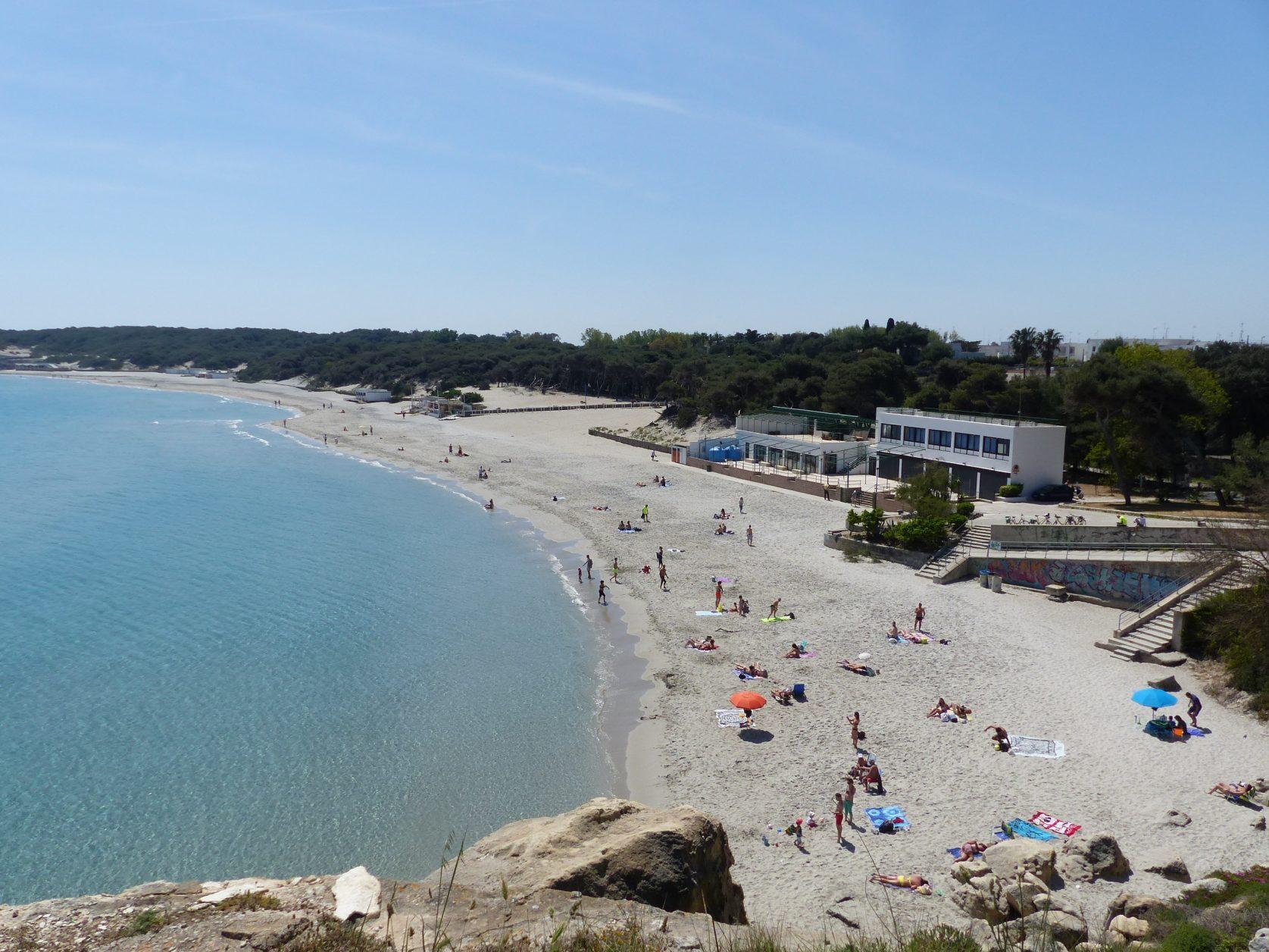 Die Bucht von Torre del Orso im Salento ist beliebtes Badeziel Foto: Weirauch