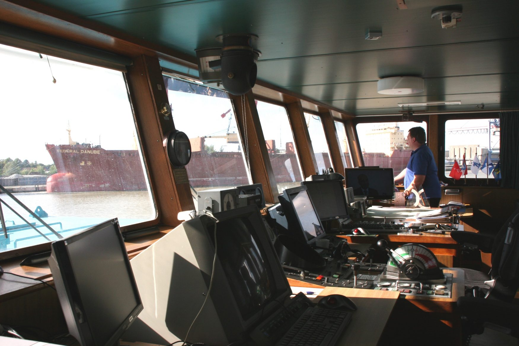 Auf der Brücke des Küstenfrachters FREDO Foto: Dr. Peer Schmidt - Walther