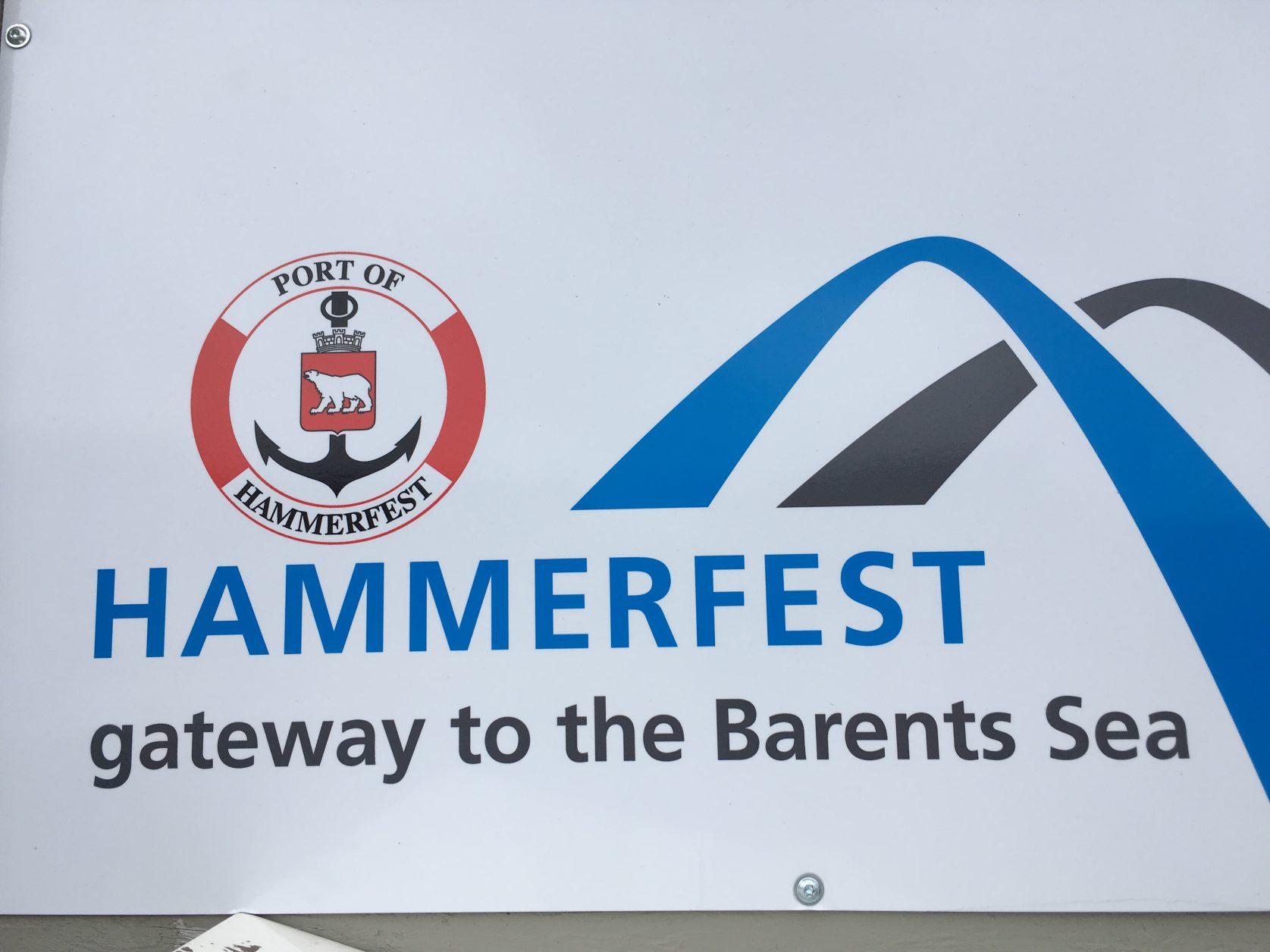 Im Hafen von Hammerfest legen neben den Hurtigruten - Schiffen auch Kreuzfahrer, wie AIDA, an Foto: K.Weirauch