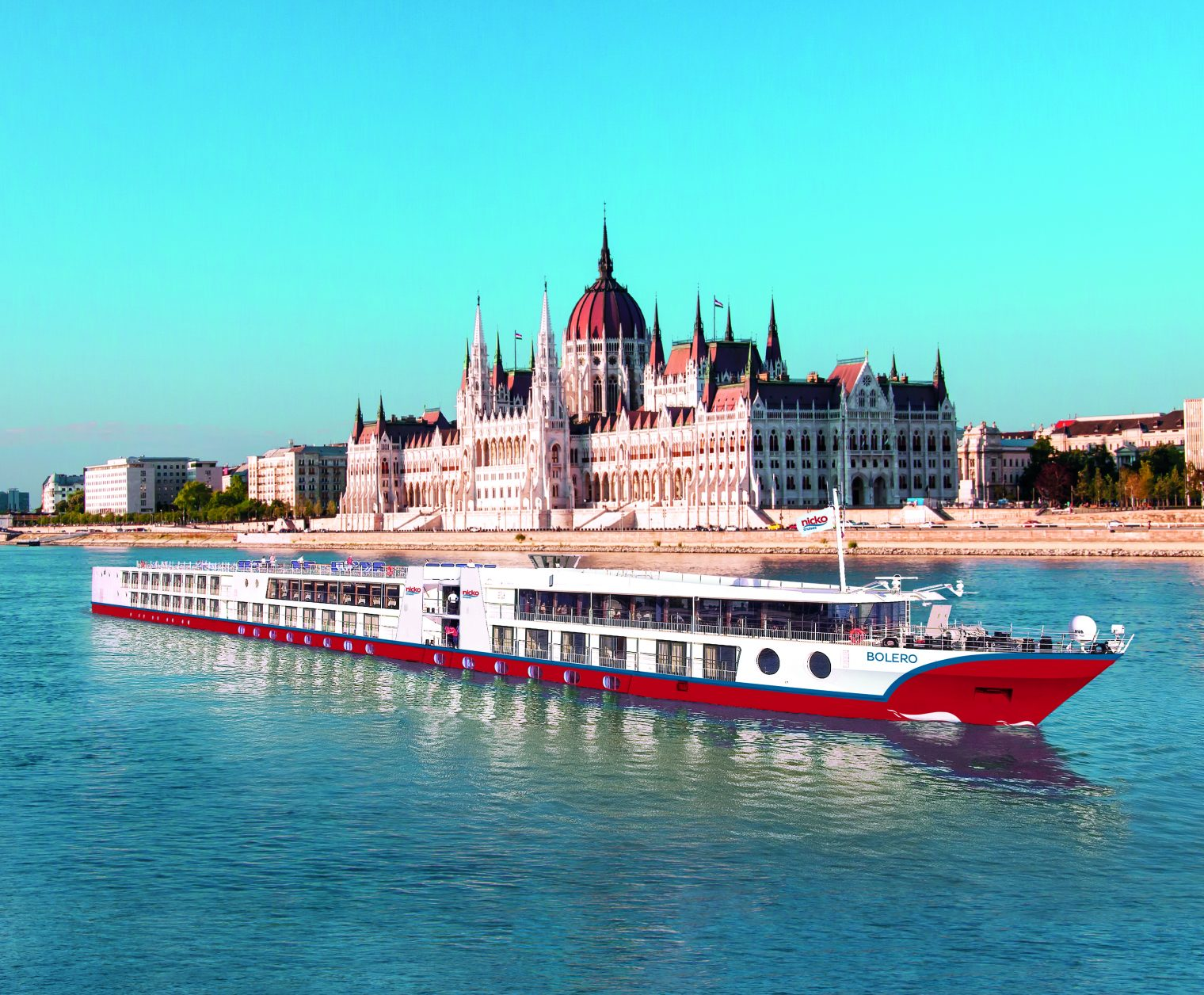 MS Bolero vor dem Parlament in Budapest Foto: nicko cruises