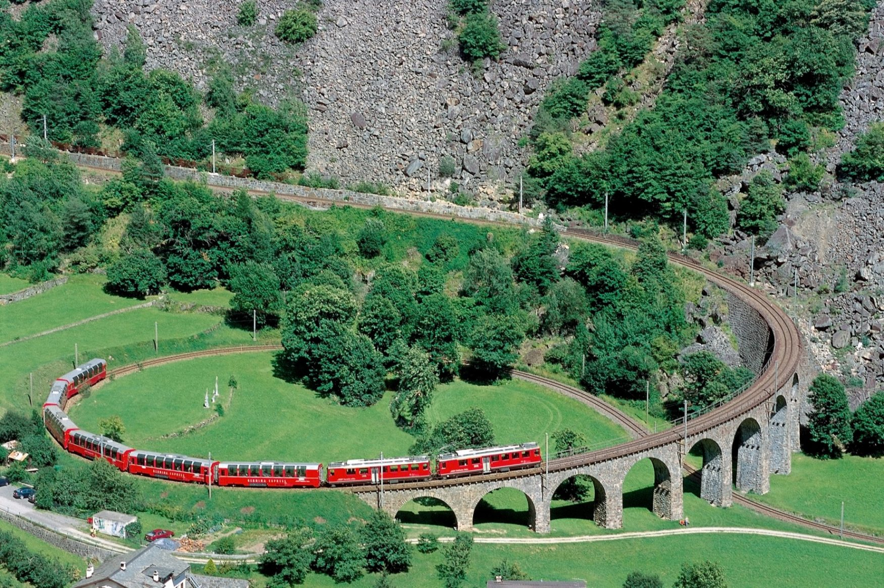 Rhaetische BahnBerninaExpressFoto: Rhaetische Bahn