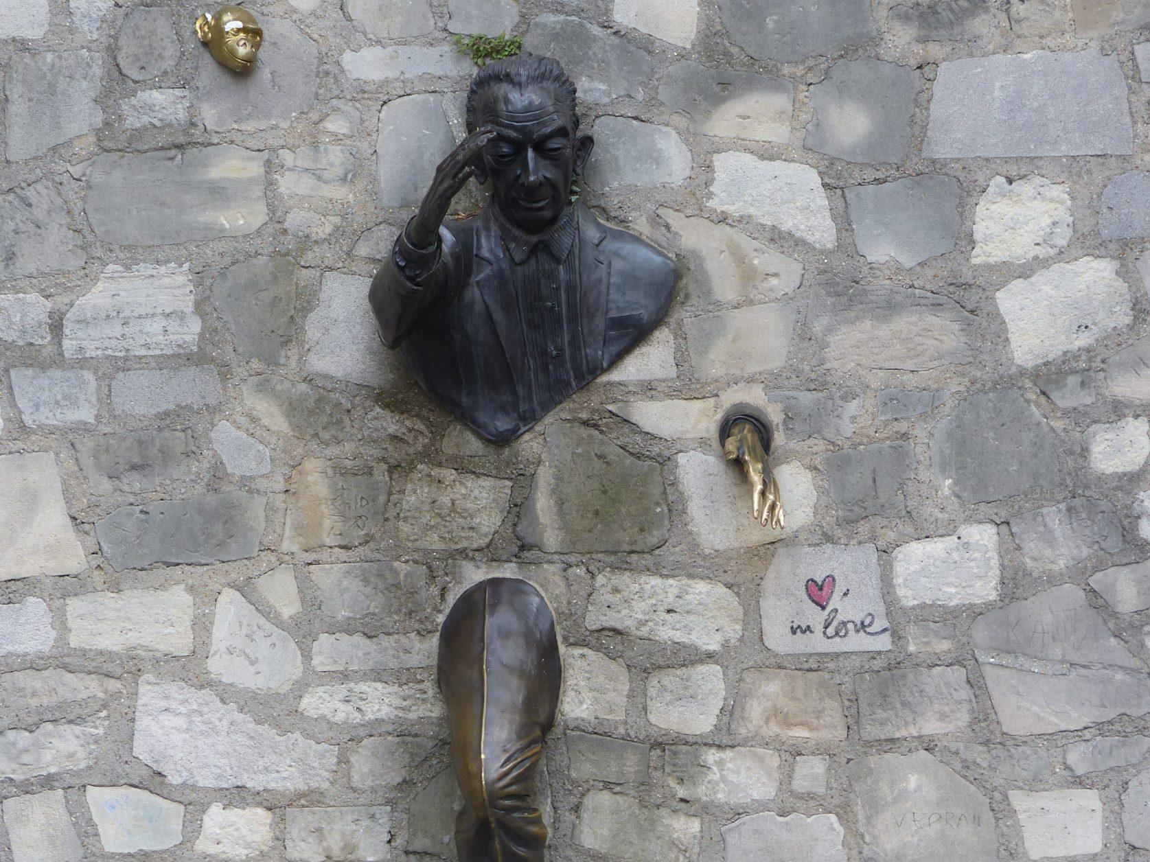 """Die Figur diente u.a. auch als Inspiration für die Filmkomödie von Ladislao Vajda """"Ein Mann ging durch die Wand"""" aus dem Jahr 1959 mit Heinz Rühmann in der Hauptrolle. Foto: K. Weirauch"""