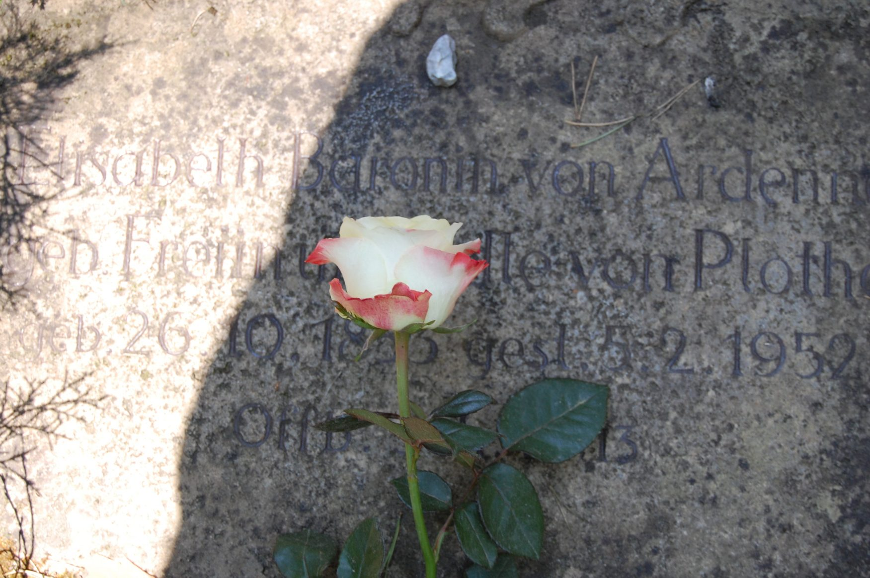 hre letzte Ruhestätte fand Elisabeth von Ardenne (Effi Briest) auf dem Stahnsdorfer Südwest-Kirchhof, Foto: K.Weirauch