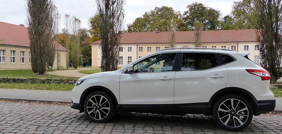 Nissan vor Schloss Paretz