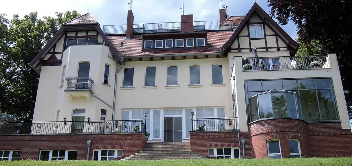 Eine der Villen am Griebnitzsee in Potsdam - Babelsberg