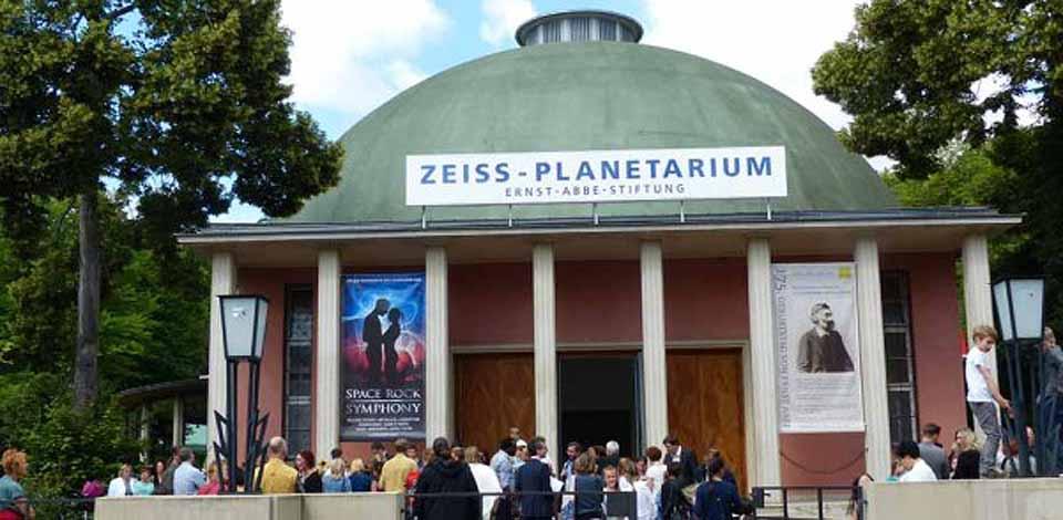 Blick auf das Zeiss-Planetarium Jena