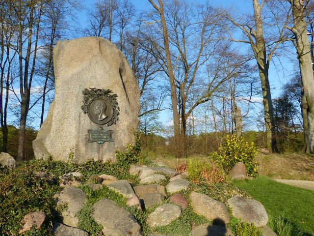 Pückler-Gedenkstein im Schlosspark von Bad Muskau
