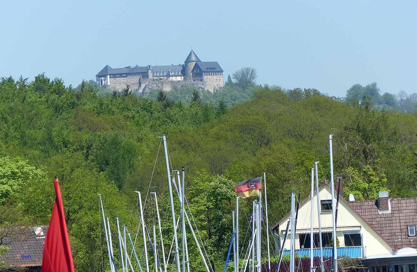 Schloss Waldeck thront über dem Edersee Foto: Weirauch