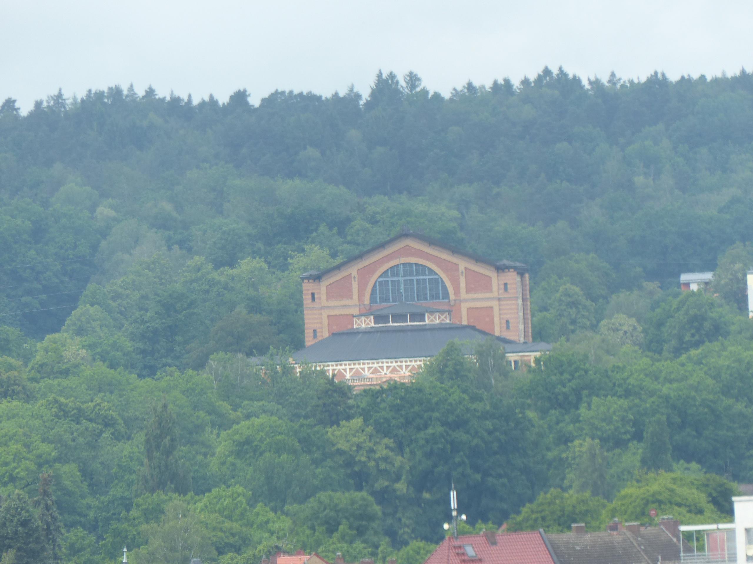 Blick auf den Grünen Hügel vom Kirchtum aus