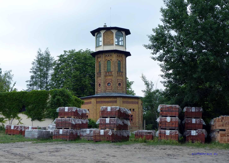 """Im einst zu Werbezwecken errichteten """"Aufseherturm"""" lädt das Märkische Ziegeleimuseum ein"""