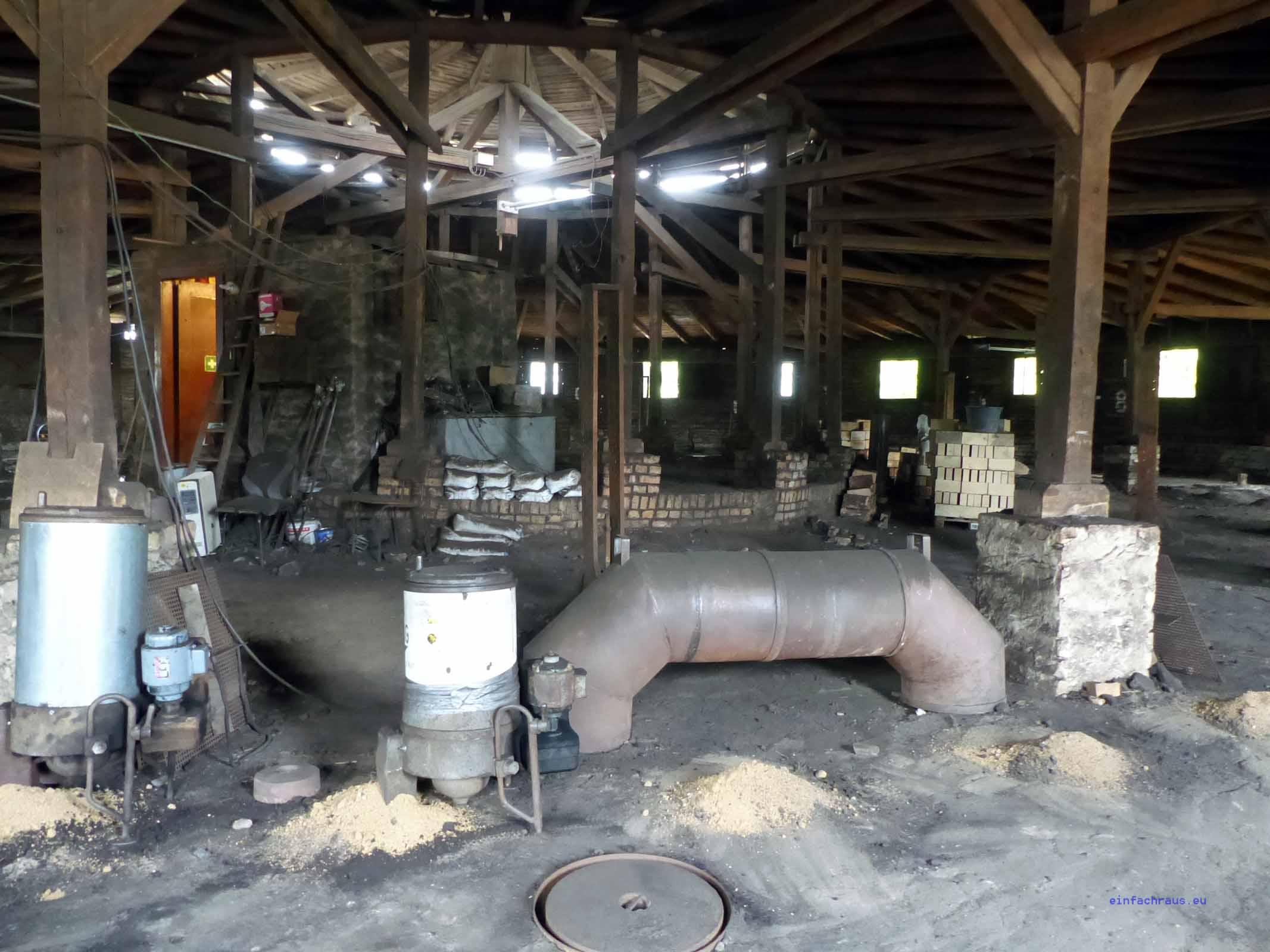 Durch die Luken wird der Braunkohlegries in die Brennkammern eingefüllt