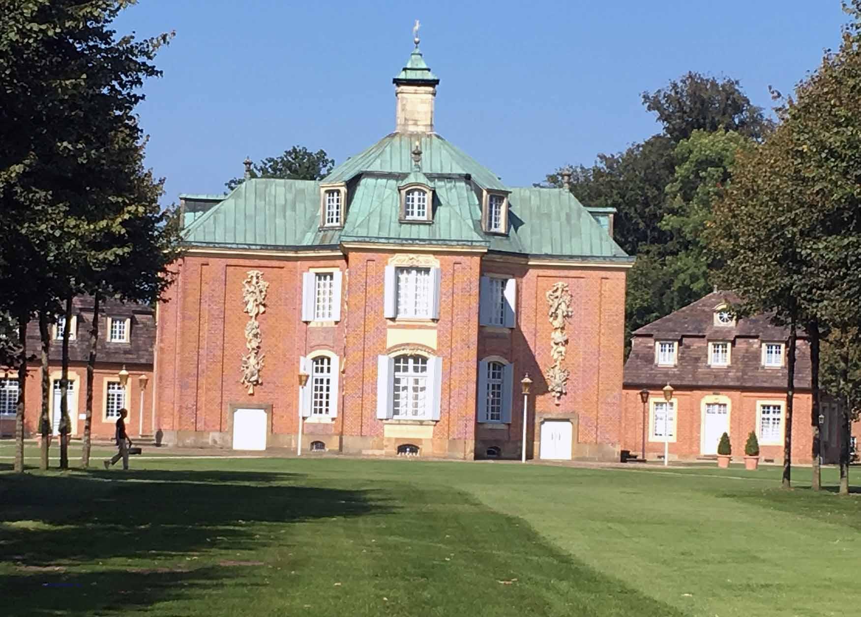 Schloss Clemenswerth ist die einzig erhalten Jagdsternanlage aus der Barockzeit