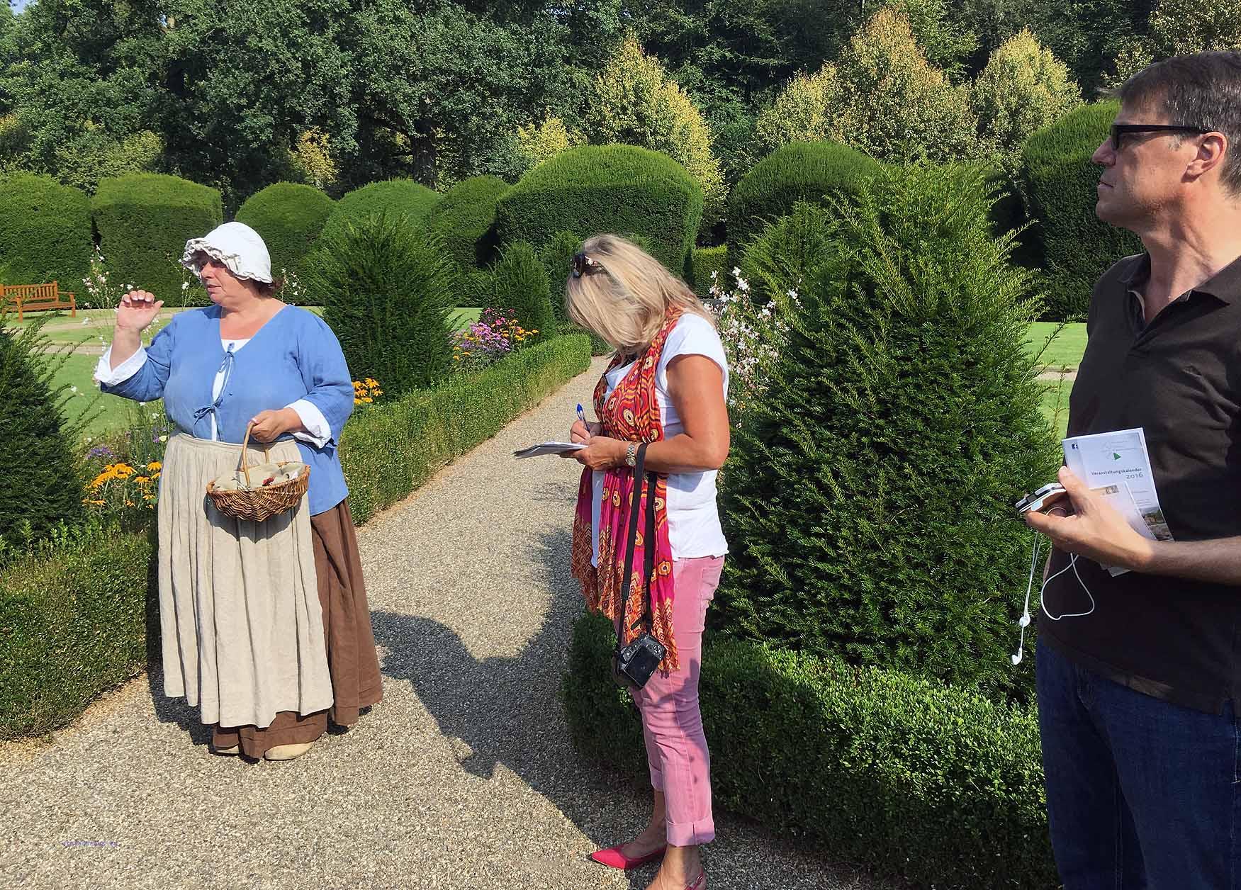 Führung im Klostergarten von Schloss Clemenswerth