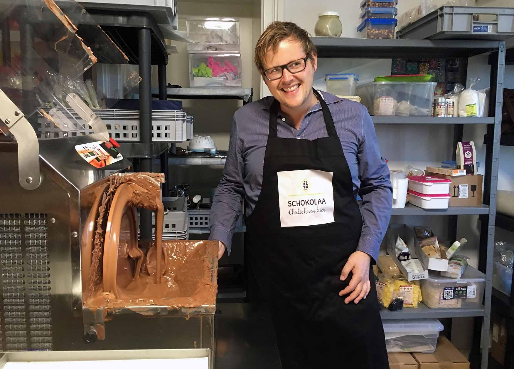 """Die kleine Manufaktur """"Schokolaa"""" in Haren an der Ems: Andre Kleimann stellt Bioschokolade her Foto: Weirauch"""