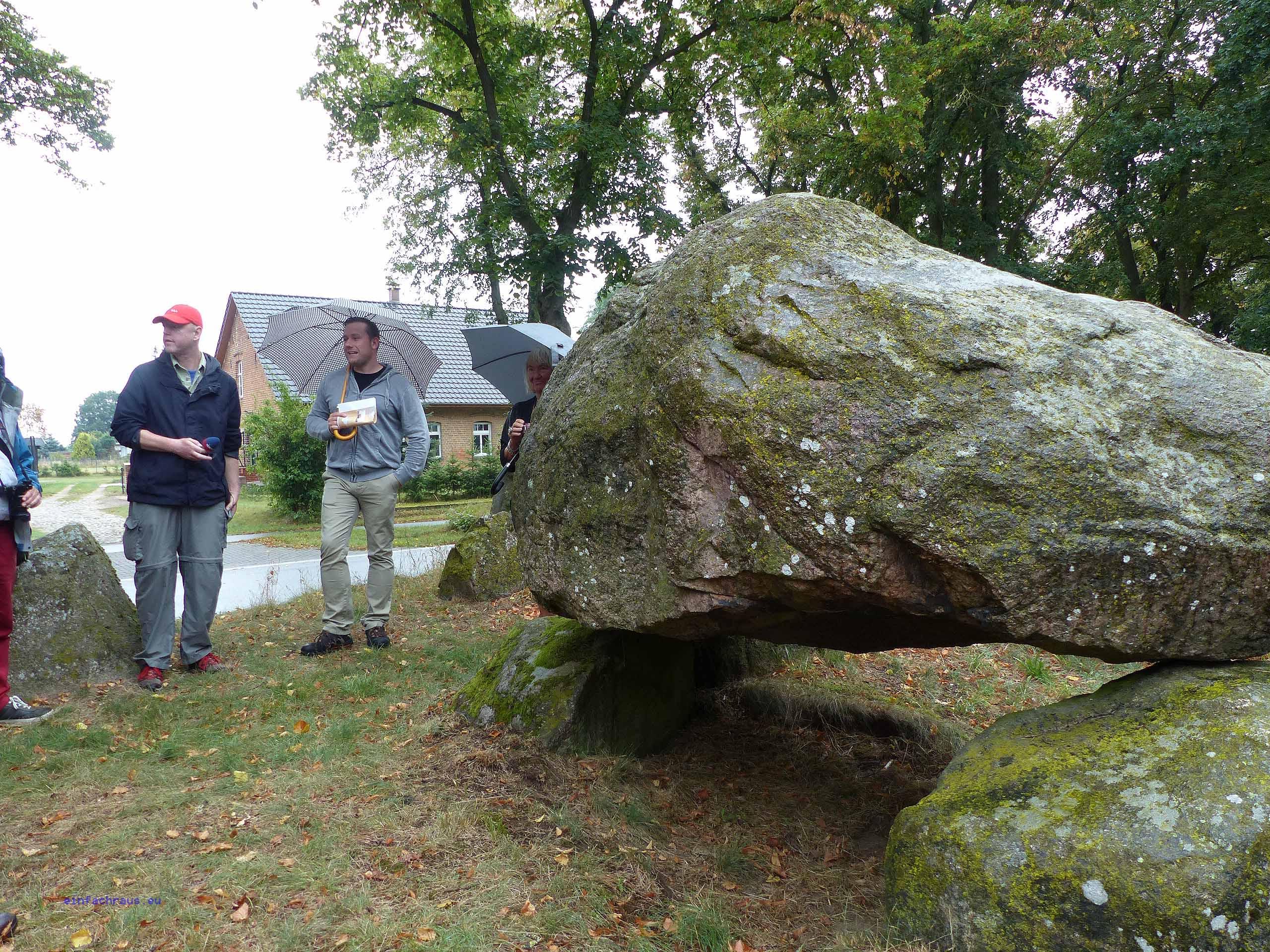 Das imposante Hünengrab von Mellen zeugt von einer weit verbreiteten Bestattungskultur der Jungsteinzeit.