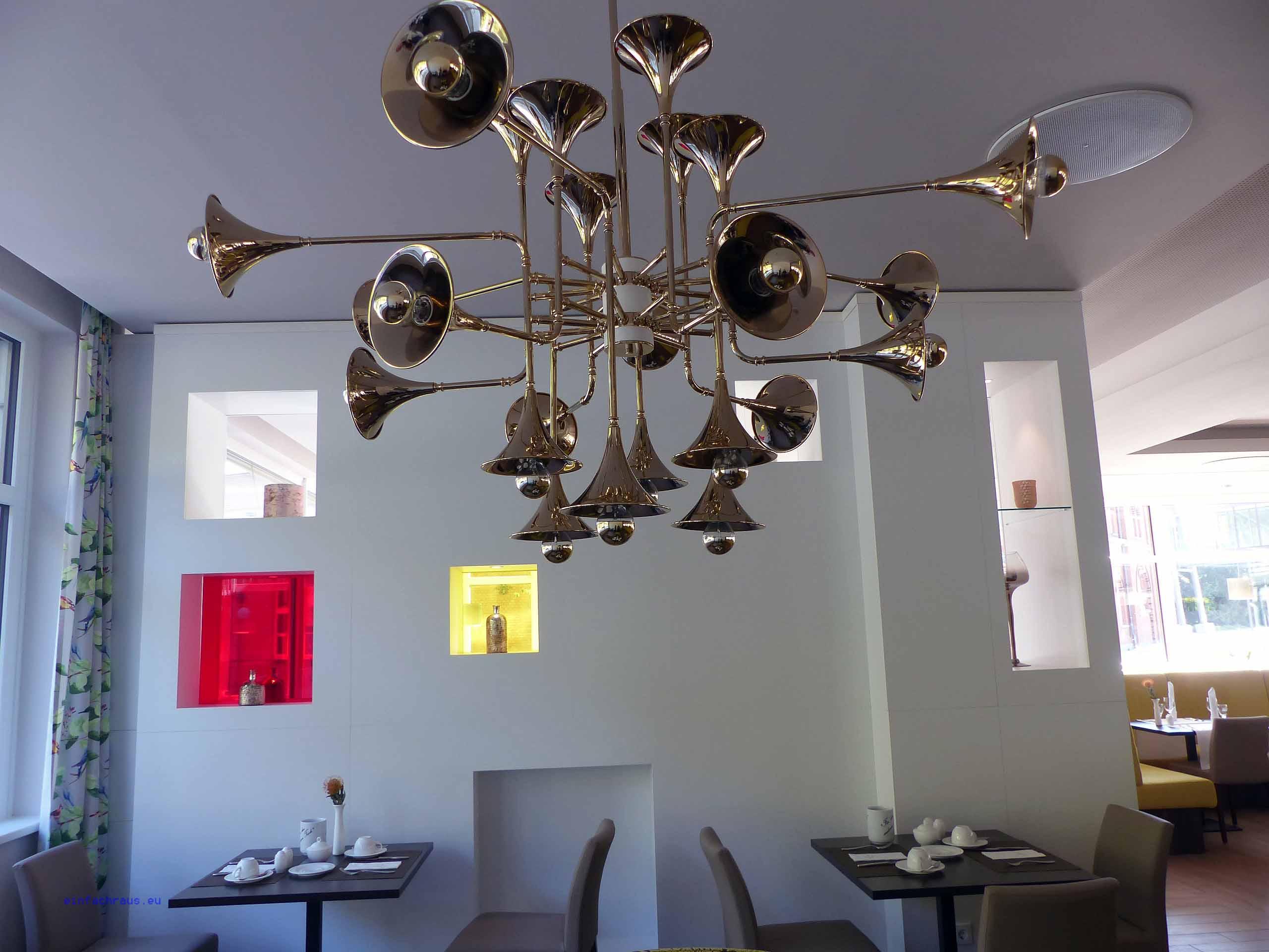 Originelle Deckenlampe im Restaurant des Hotel König Albert