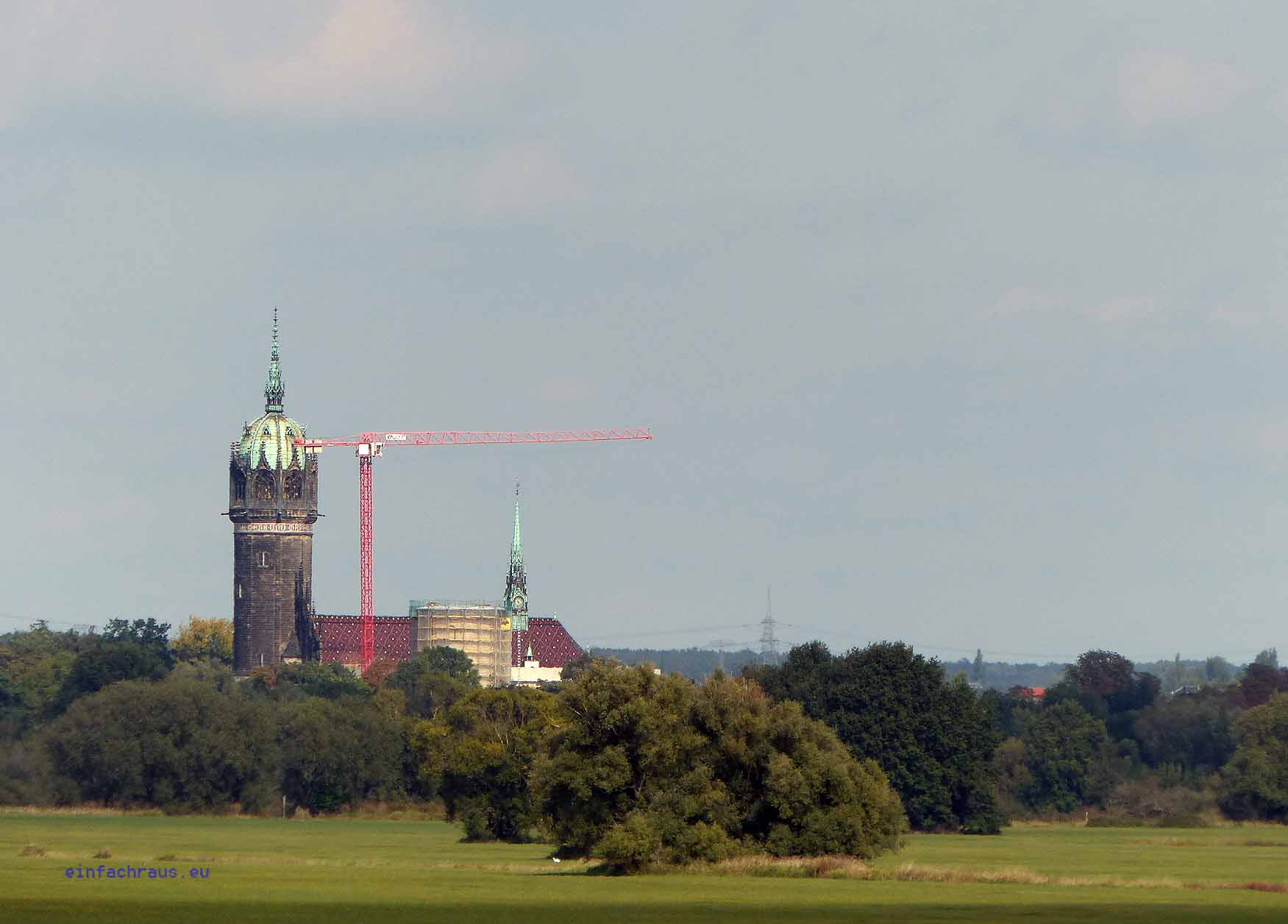 Von weiten grüßt der Turm der Schlosskirche von Wittenberg herüber, Foto: D.Weirauch