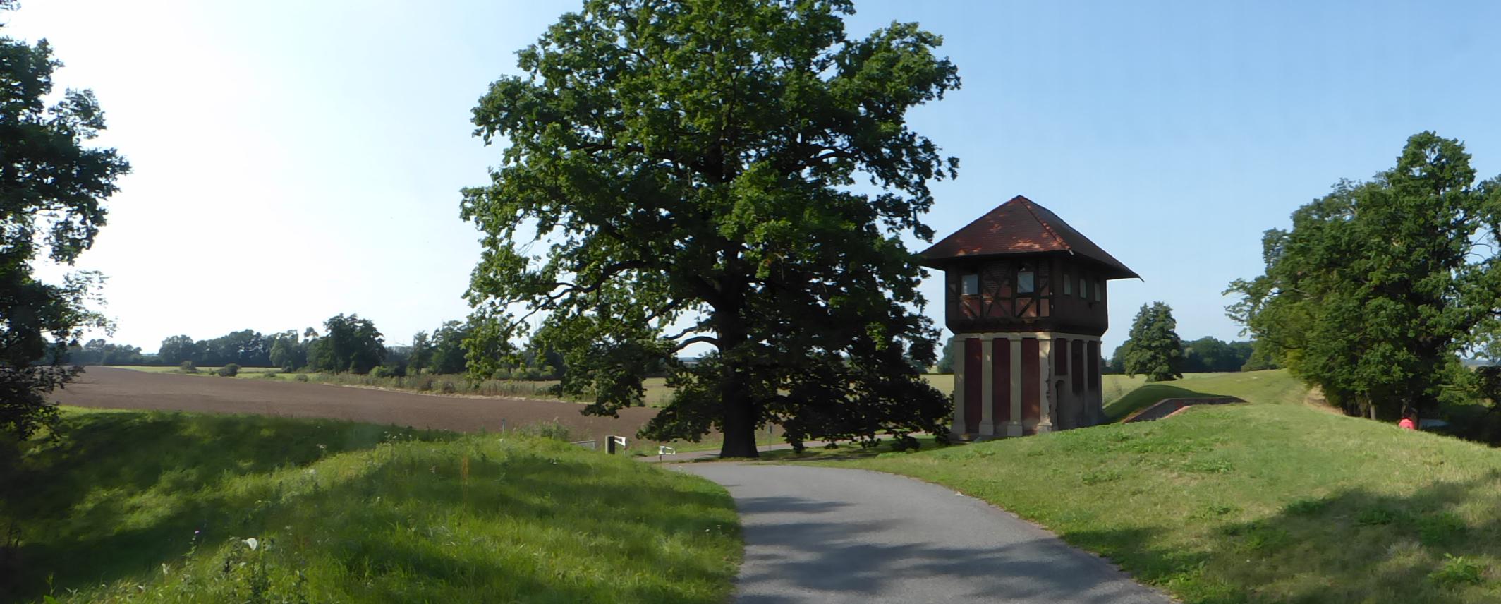 Elberadweg von Wörlitz nach Wittenberg: Limes Wachhaus