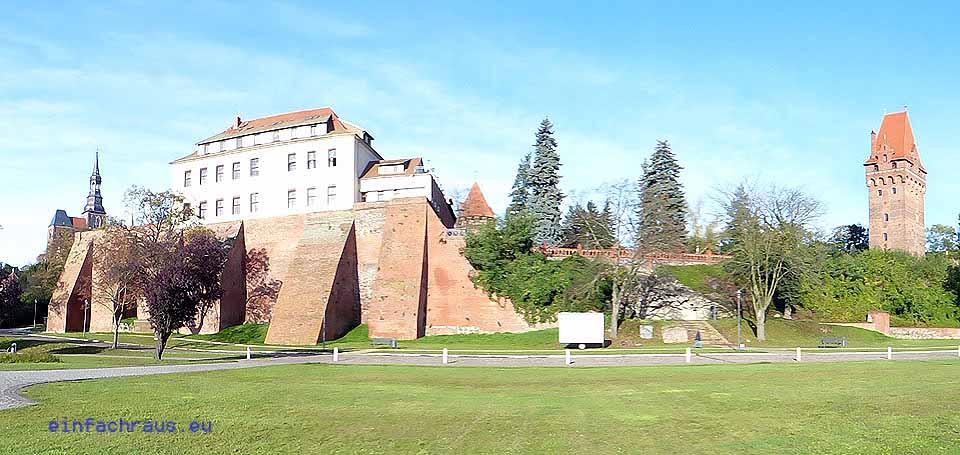Blick auf die Stadtmauer mit Schlosshotel, Foto: D.Weirauch
