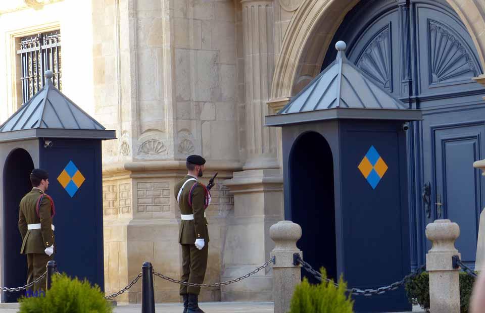 Ablösung der Palastwache vor dem Palast