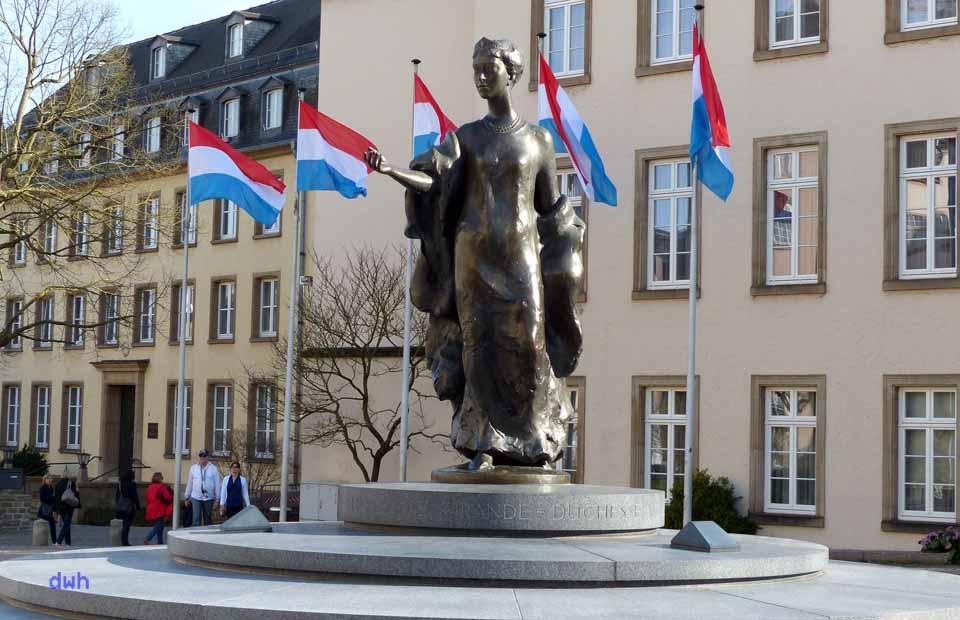 Denkmal von Großherzogin Charlotte von Luxemburg auf dem Clairefontaine-Platz, Foto: D. Weirauch