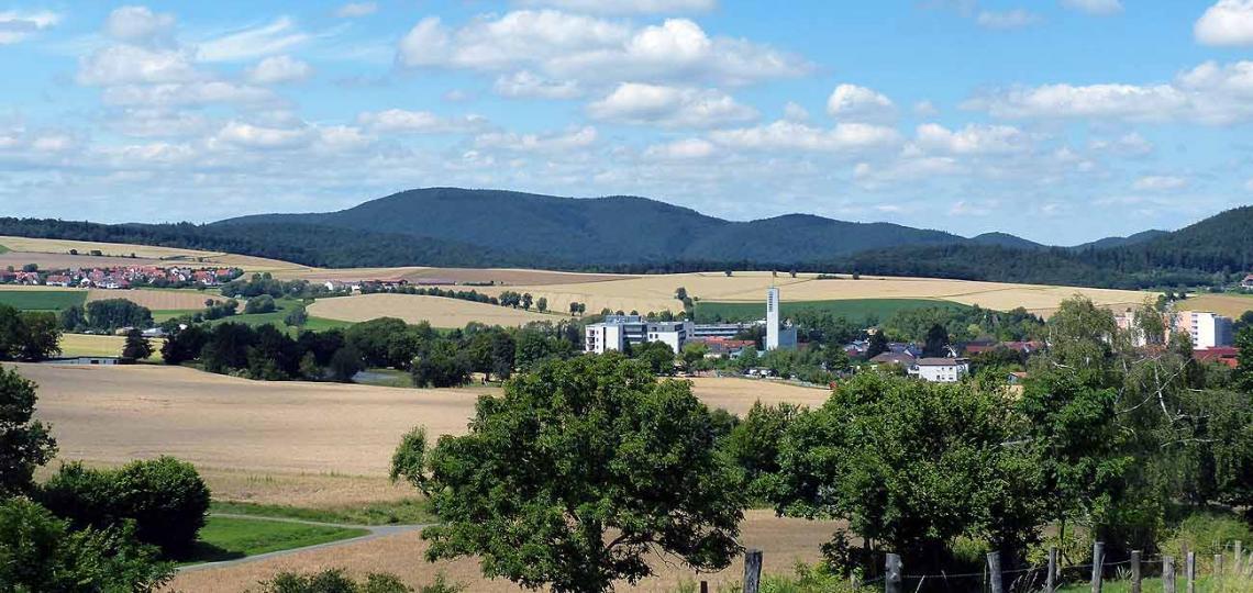 Der Ortsteil Reinhardshausen liegt inmitten des Waldecker Berglandes © - / D. Weirauch
