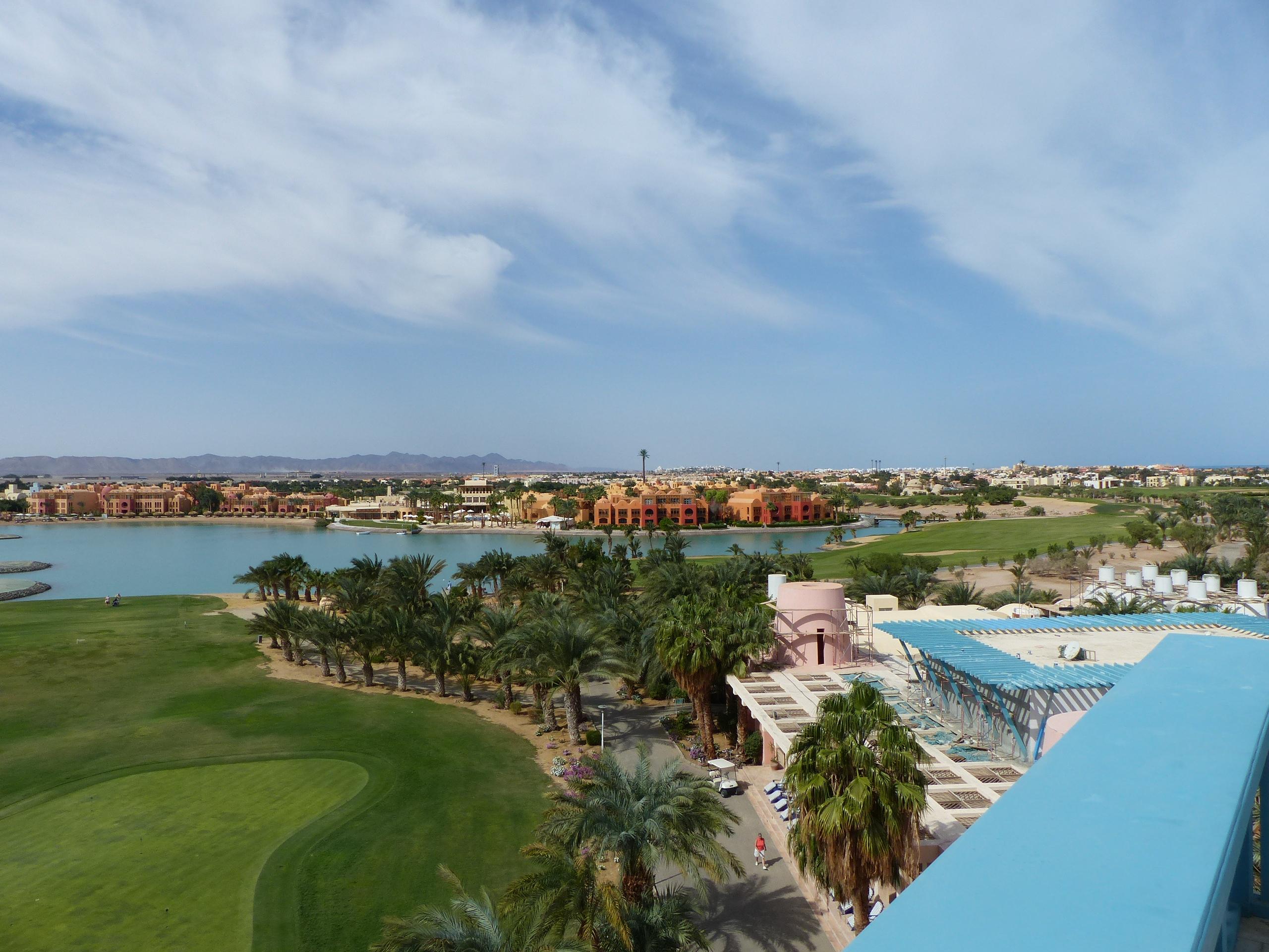 El Gouna am Roten Meer ist ein riesiges Resort aus einem Guss, dessen Architektur an 1001 Nacht erinnert. Foto: D. Weirauch