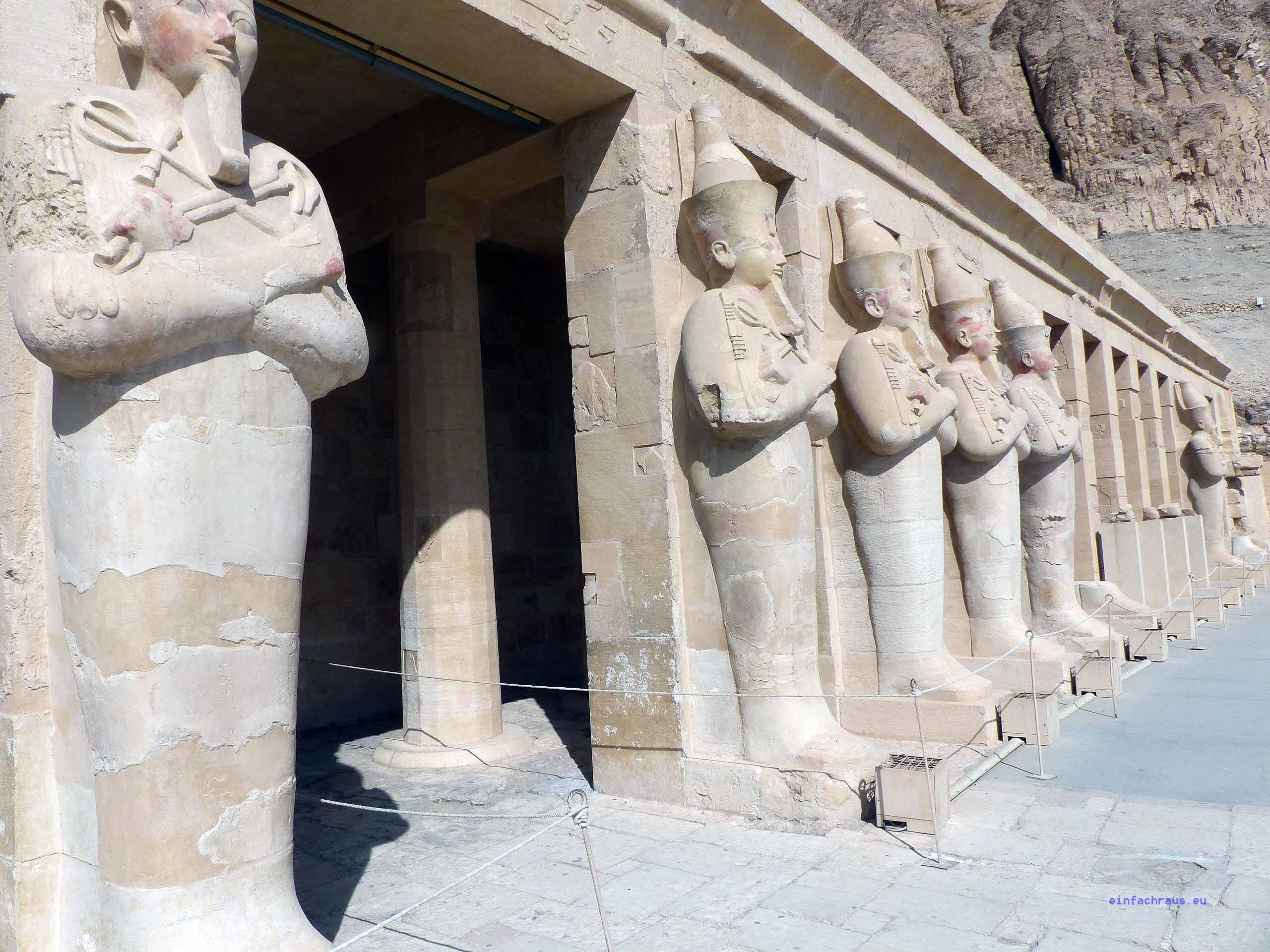 Am Totentempel der Hatschepsut in Deir el-Bahari bei Luxor, Foto: Weirauch