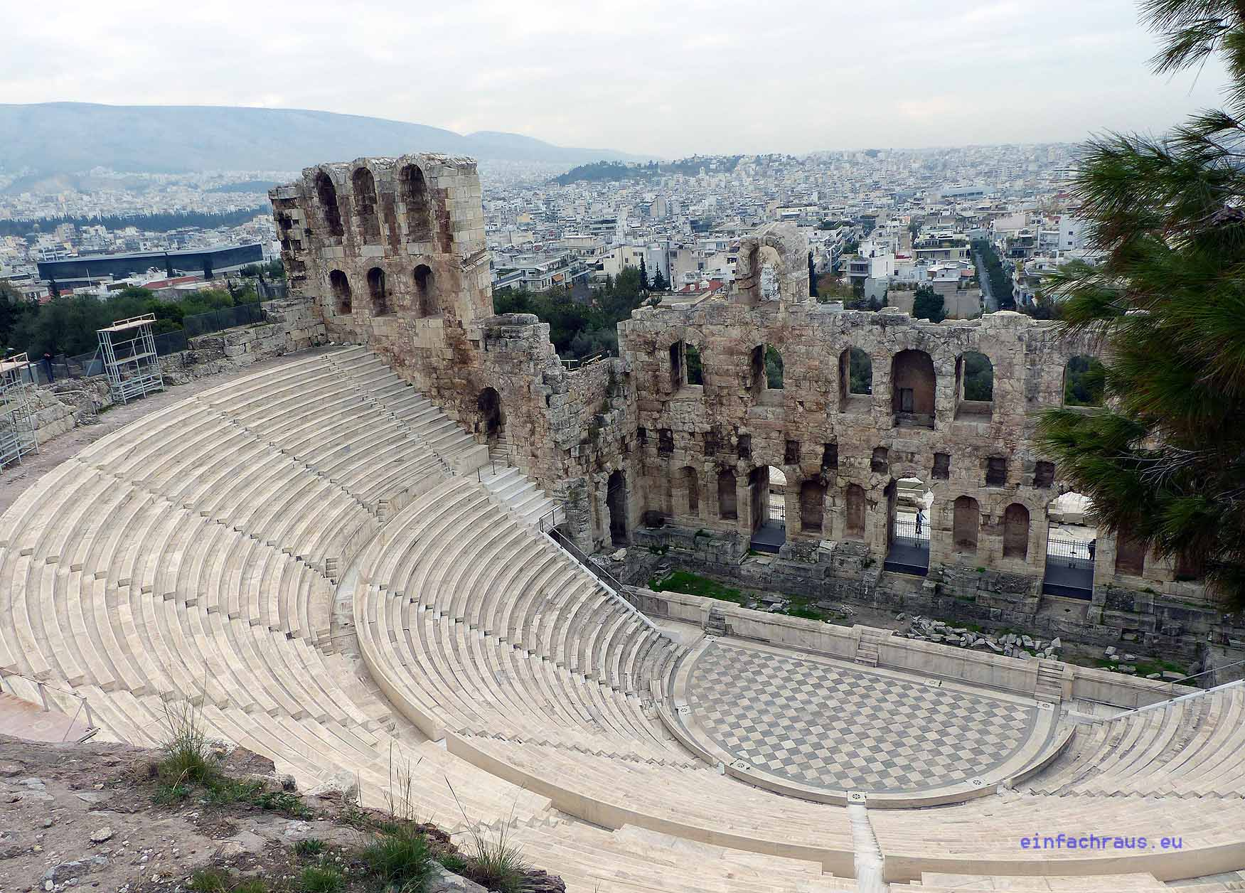 Am Fuße der Akropolis liegt das einst rund 17.000 Zuschauer fassende Dionysos-Theater. Foto: Weirauch